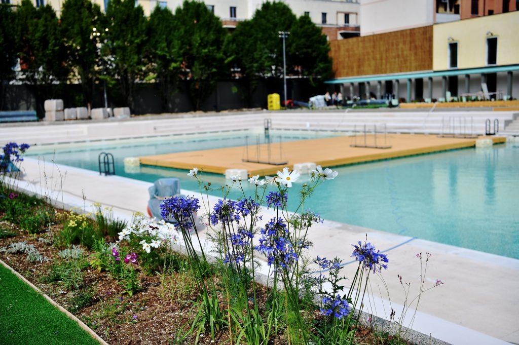 Pedana galleggiante e fiori_Piscina_caimi (2)