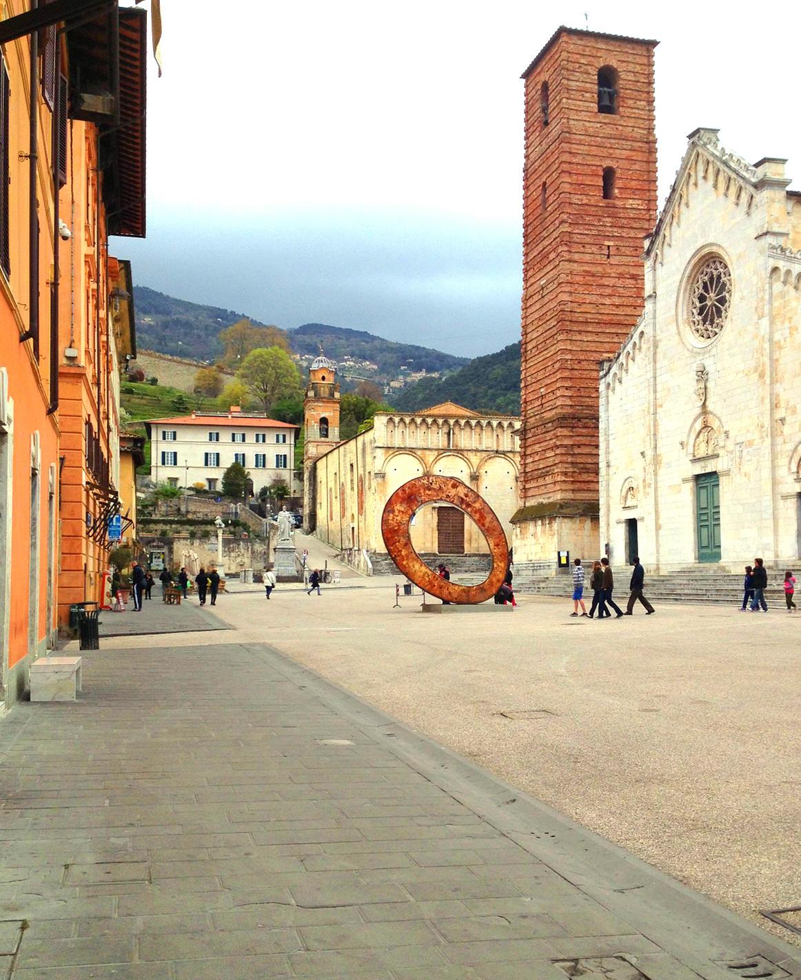 Piazza Duomo a Pietrasanta