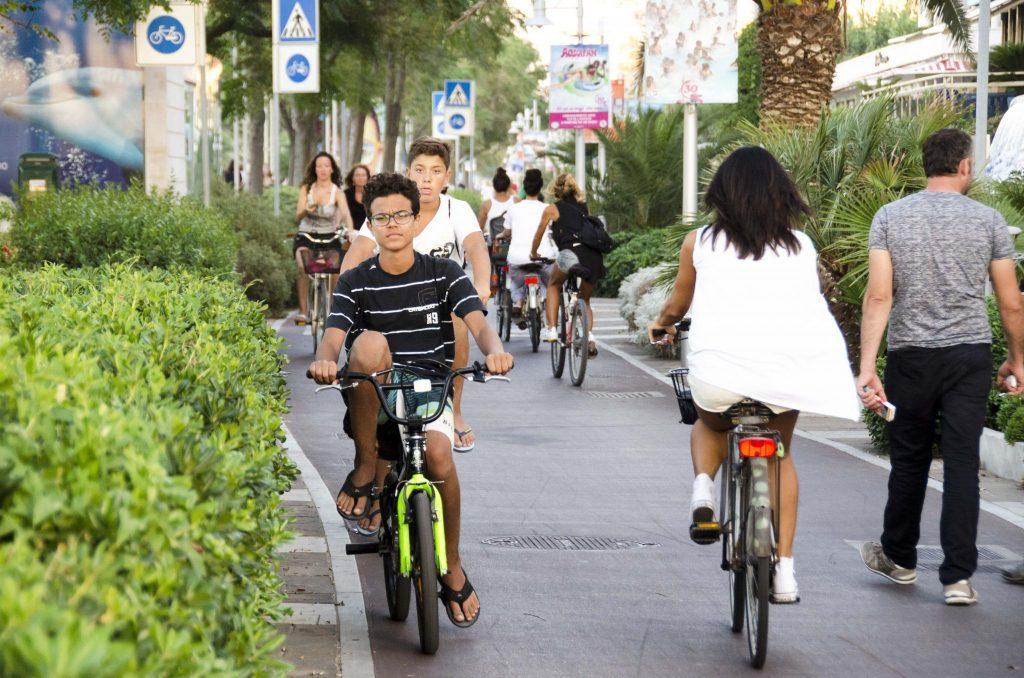 gente in bici