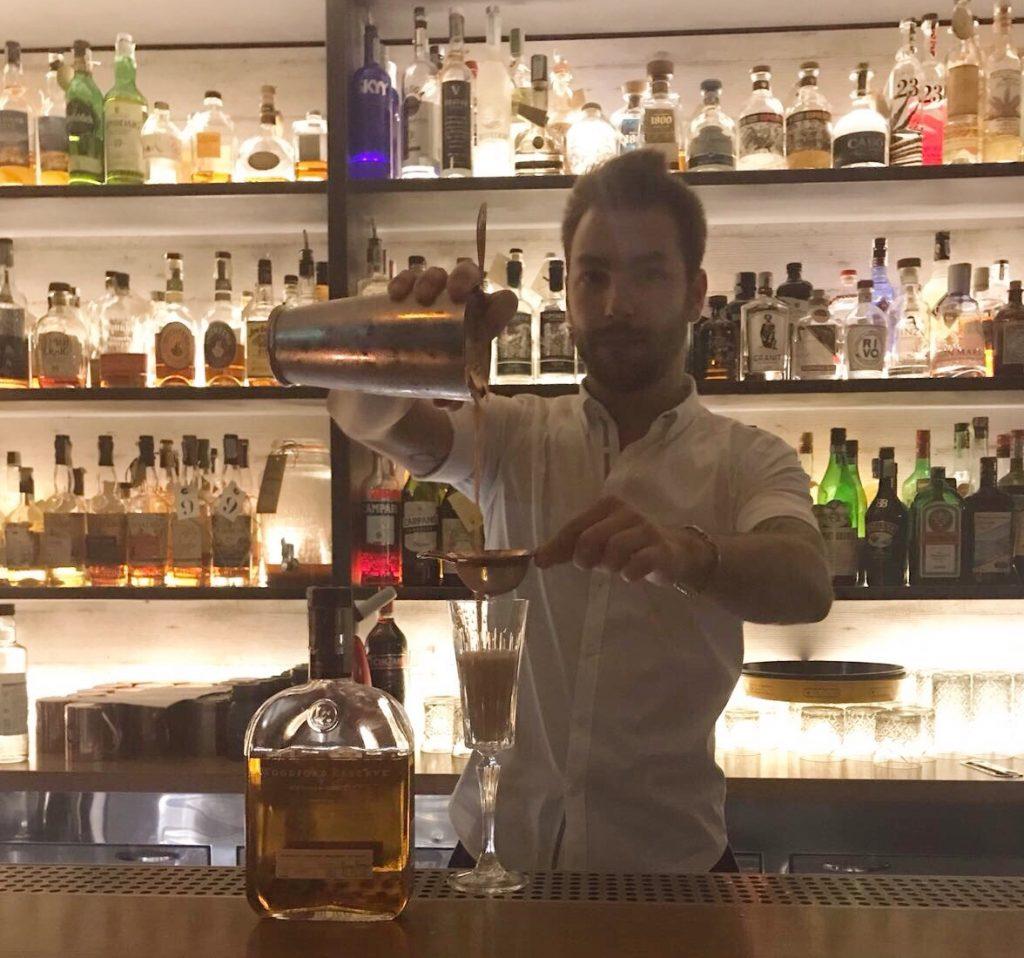 L'ultimo bar che resiste fino a tarda notte, il primo posto che apre al mattino: gli estremi di Bergamo che si toccano