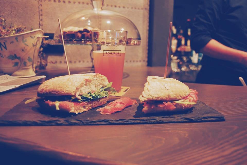 Panini gourmet e un'ottima selezione di birre: tutti buoni motivi per fare una sosta al Binario 411 di Piacenza
