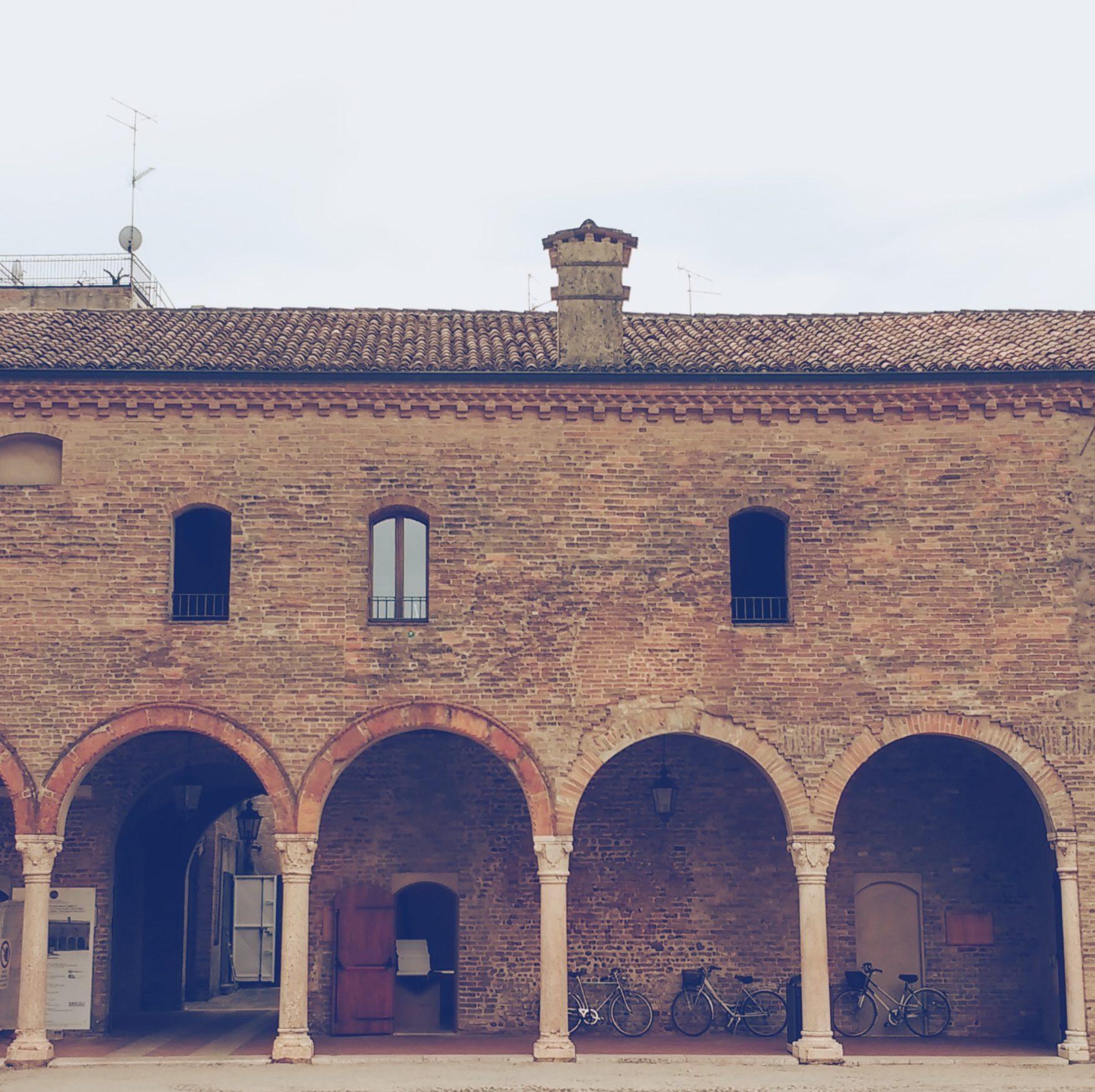 Piazza Leon Battista Alberti a Mantova è la piazza che lascia tutti i turisti a bocca aperta