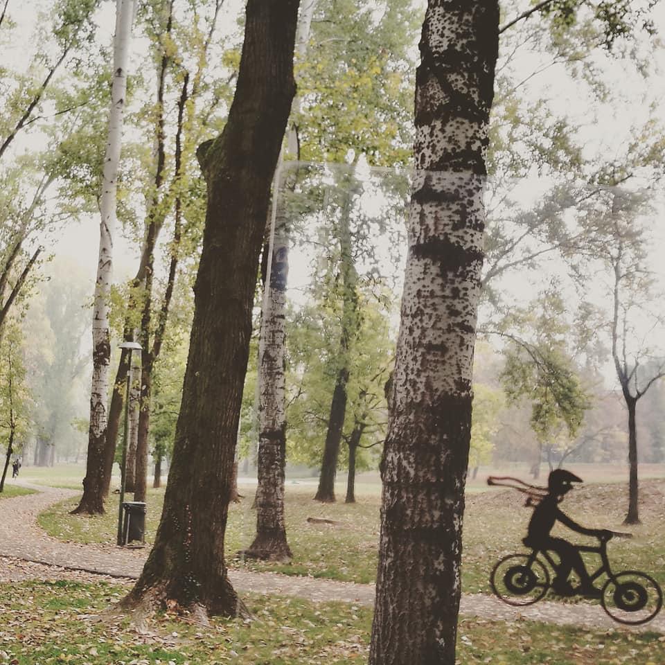 Mantova è una città d'acqua. Sulle rive di ogni lago si specchiano le sue personalità: monumentale, popolare e (post)industriale, frivola e quotidiana.