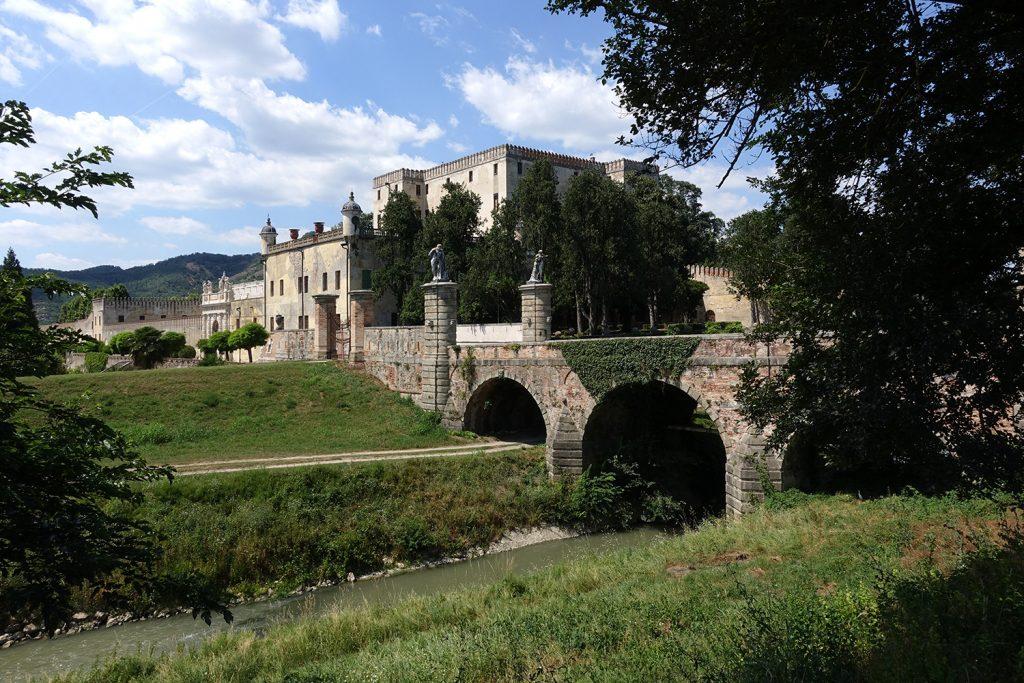 Una città perfetta da girare su due ruote: scopri Padova in bicicletta, senza dimenticare gli itinerari fuori porta verso i Colli Euganei