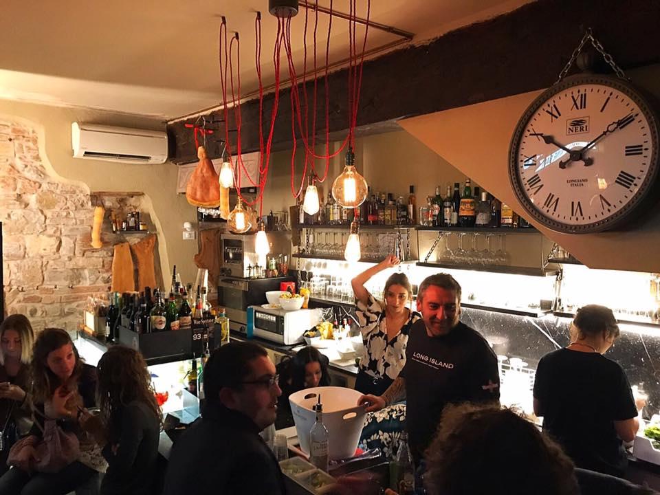 Non avrà il mare o il clima migliori, ma Brescia è una città da amare alla follia: il fascino delle piazze e dei teatri, il calore di bar e ristoranti