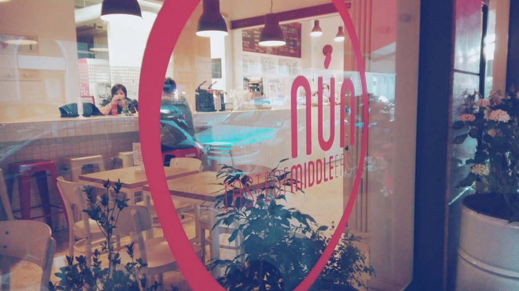 Per trovare il migliore kebab di Milano abbiamo mangiato da Nun, dove si trovano tante altre specialità del Medio Oriente