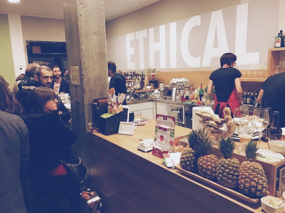 Bar usciti dagli anni '70 e modernissimi locali vegan, 24 ore di spuntini a spasso per i locali di Alessandria