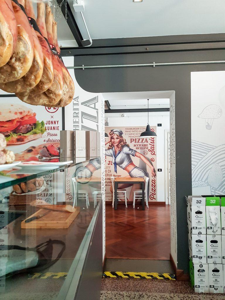 A Udine è irrinunciabile in ogni stagione, come antipasto o piatto forte: il prosciutto di San Daniele, prodotto DOP tipico del Friuli Venezia Giulia