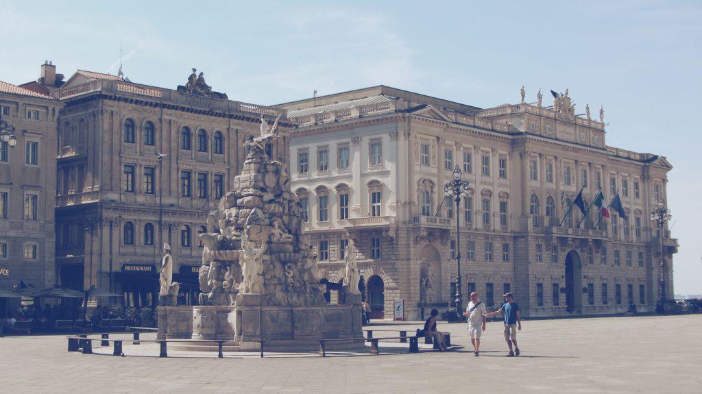 Un giro per i caffè di Trieste, tra aromi senza tempo e suggestioni letterarie del secolo scorso