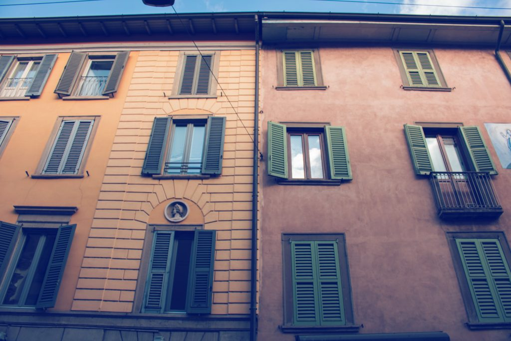 Case basse, bar, parchi e un'atmosfera unica: la piazza di Bergamo da cui turisti e abitanti finiscono per passare sempre e comunque