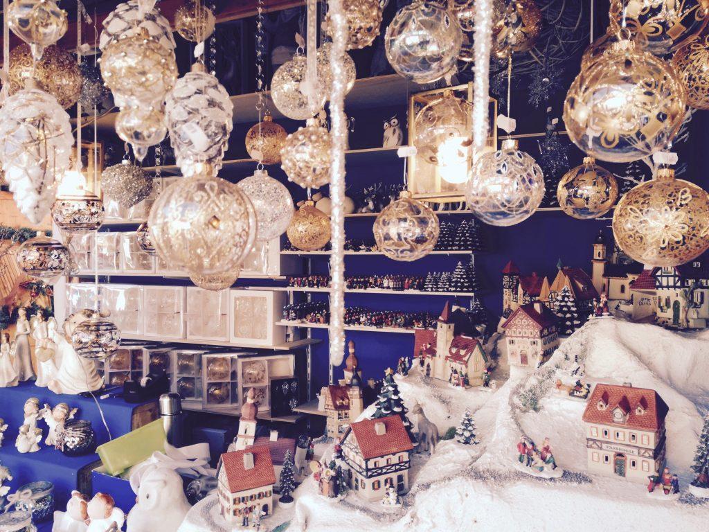 Poco prima che Bolzano si risvegli nell'atmosfera natalizia, abbiamo fatto un giro in città in cerca dei suoi scorci più suggestivi e affascinanti