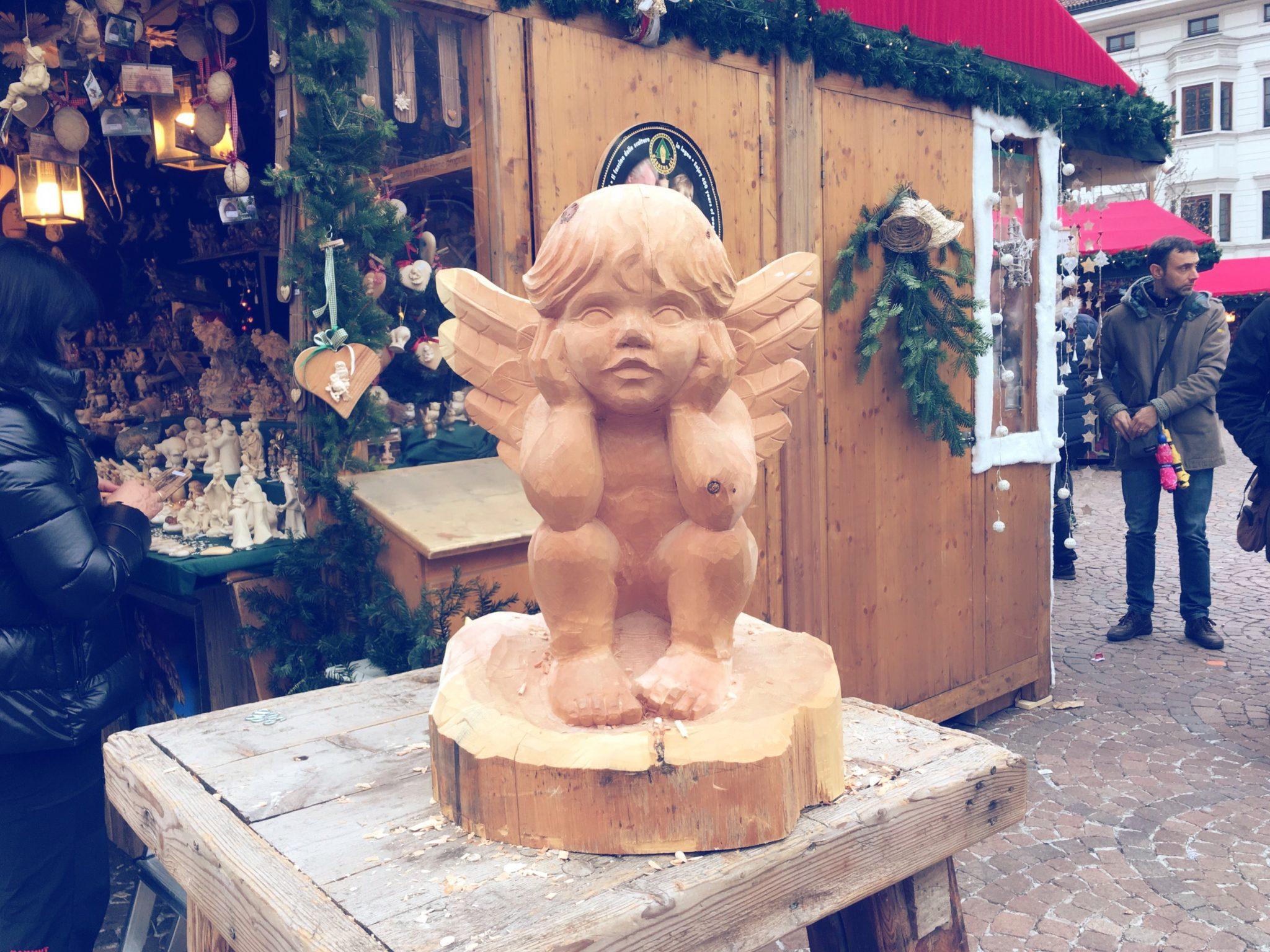 I mercatini di Natale di Bolzano: dal vin brûlé per scaldarsi ai dolci tipici da gustare passeggiando sotto la neve