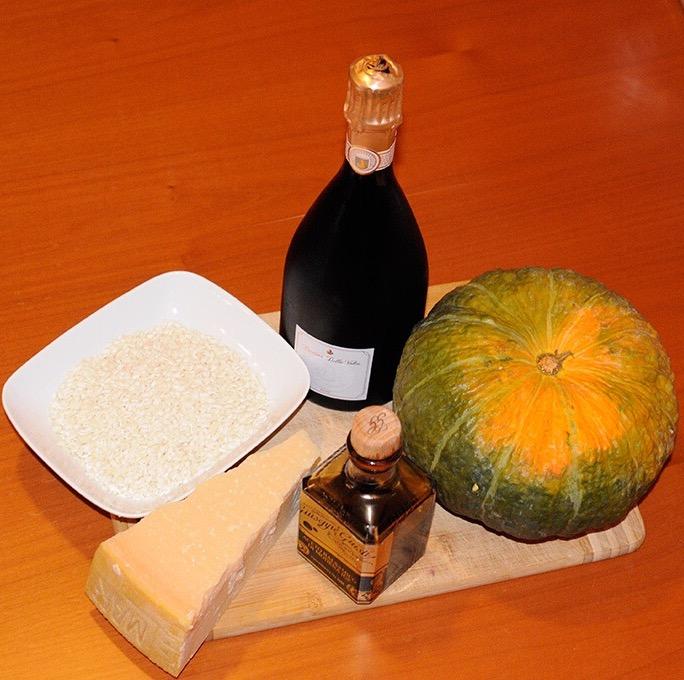 Un risotto d'autore, accompagnato da un vino di classe: il miglior risotto di Modena ce lo cucina lo scrittore e sommelier Simone Zanin