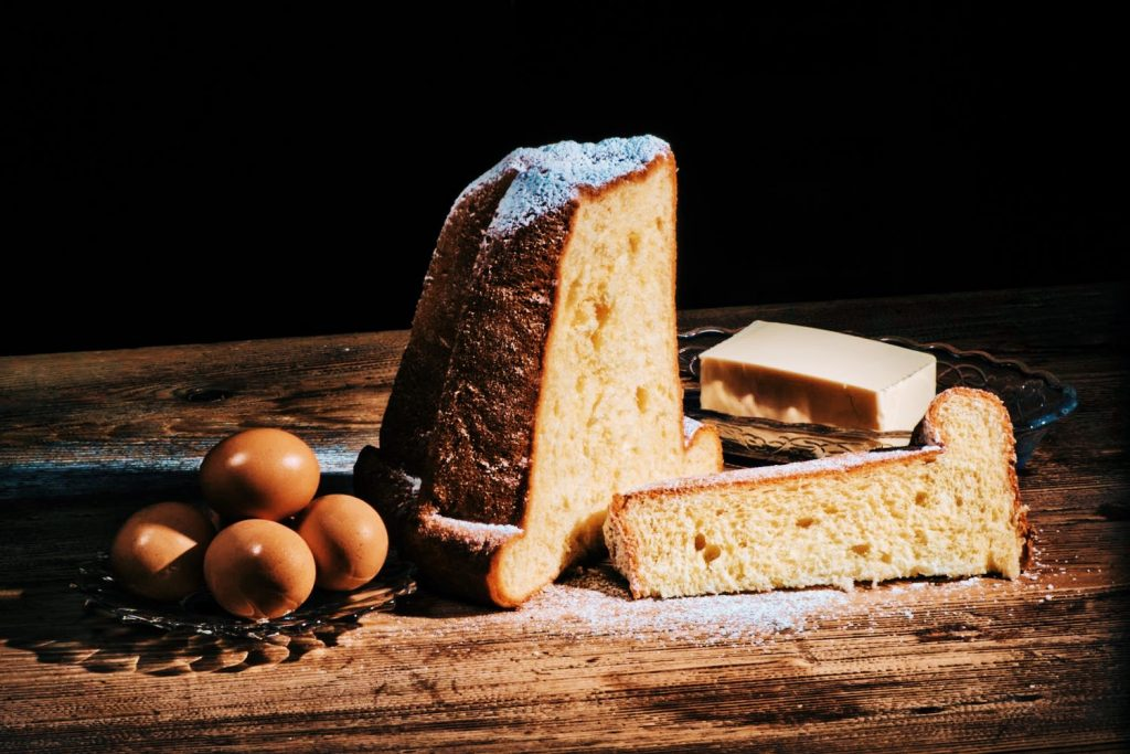 A Verona la sfida tra pandoro e panettone non esiste: a Verona la religione è una sola e si chiama pandoro e noi vi portiamo ad assaggiare i più buoni
