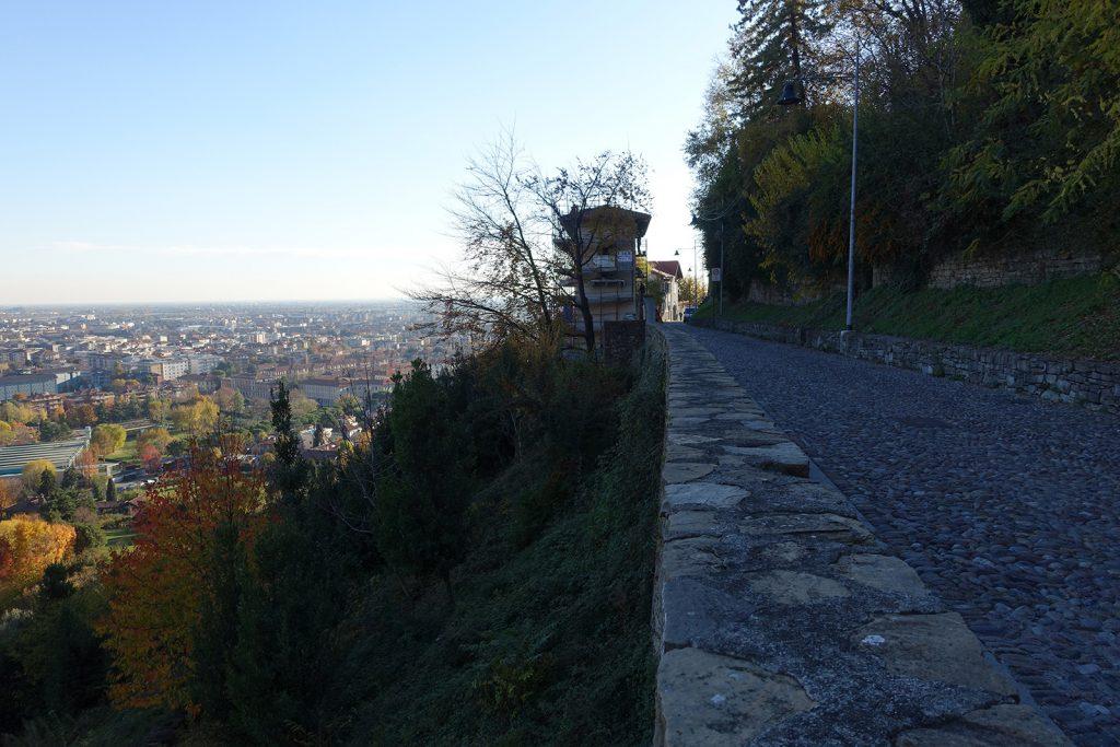 Se dici che abiti a Bergamo, già sai che domanda ti faranno: ecco un percorso che parte dalla città bassa e arriva in quella alta