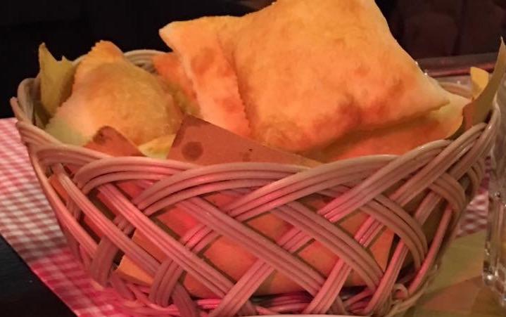 Gnocco fritto, torte salate, anolini in brodo, tortelli con la coda e torte della nonna. Il menù di Natale della tradizione piacentina è servito!