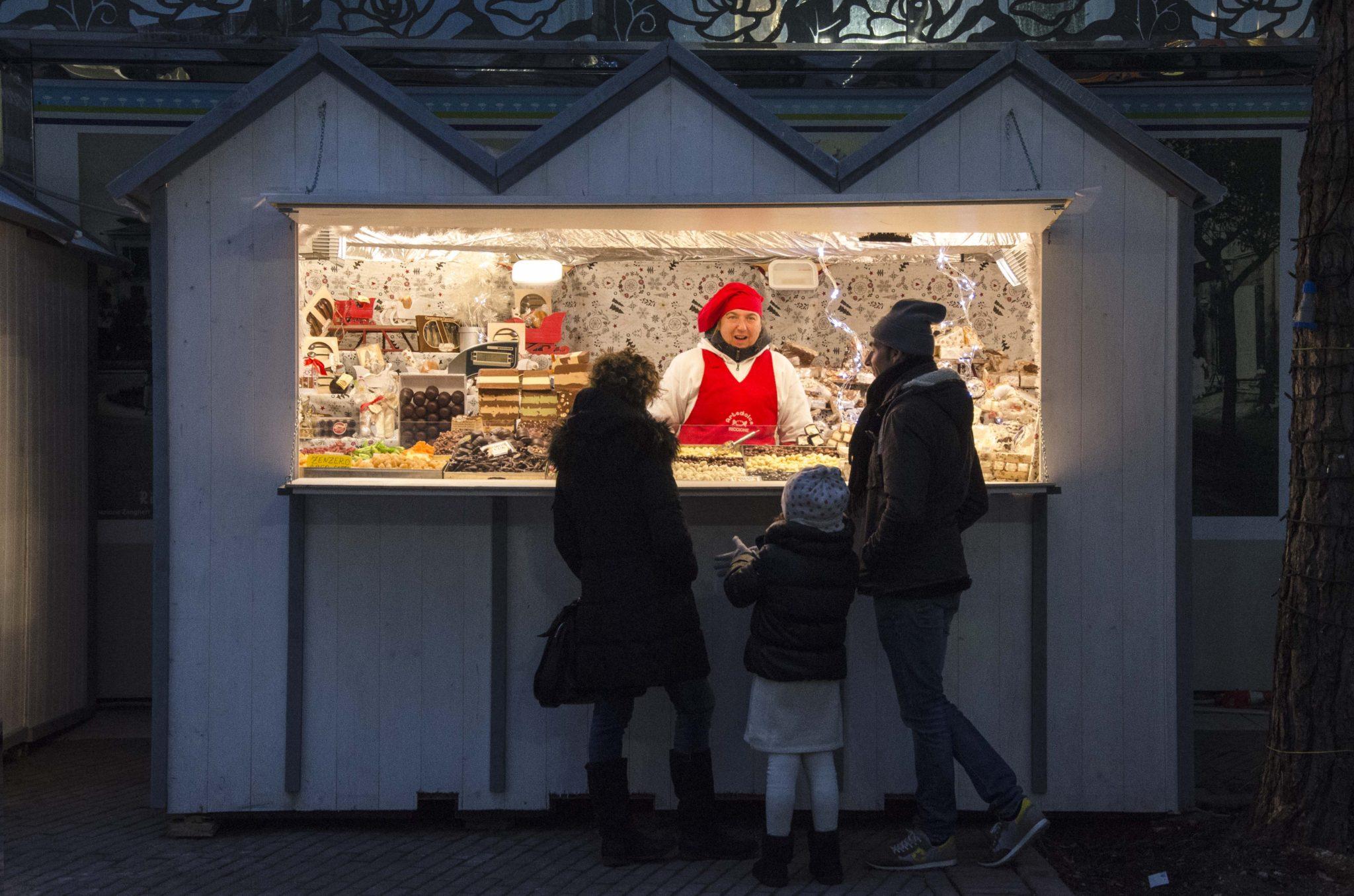 Natale a Riccione: il regno delle vacanze al mare, a dicembre diventa il regno delle feste. Piste di ghiaccio, concerti, Babbo Natale e altre superstar.