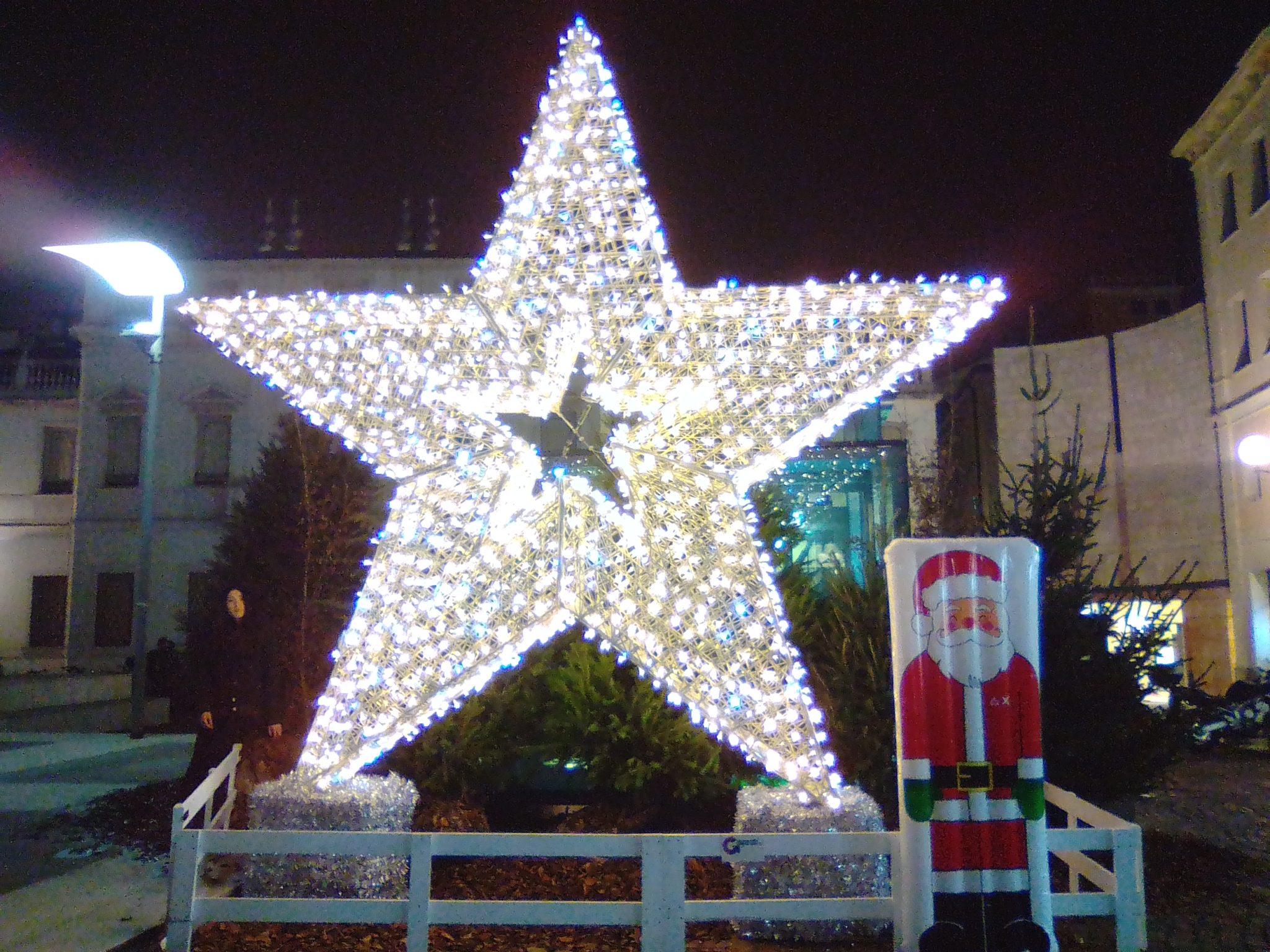 Prato della Valle, Palazzo Moroni e l'albero di Natale di fronte a palazzo del Bo. Passeggiata fra le luci di Natale della città