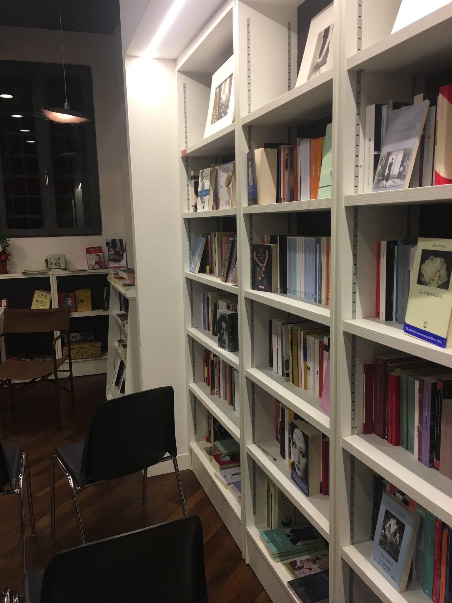 Tre librerie speciali a Padova, dove trascorrere al caldo un pomeriggio d'inverno: La libreria Antiquaria Stella, La libreria delle donne e Laformadellibro.