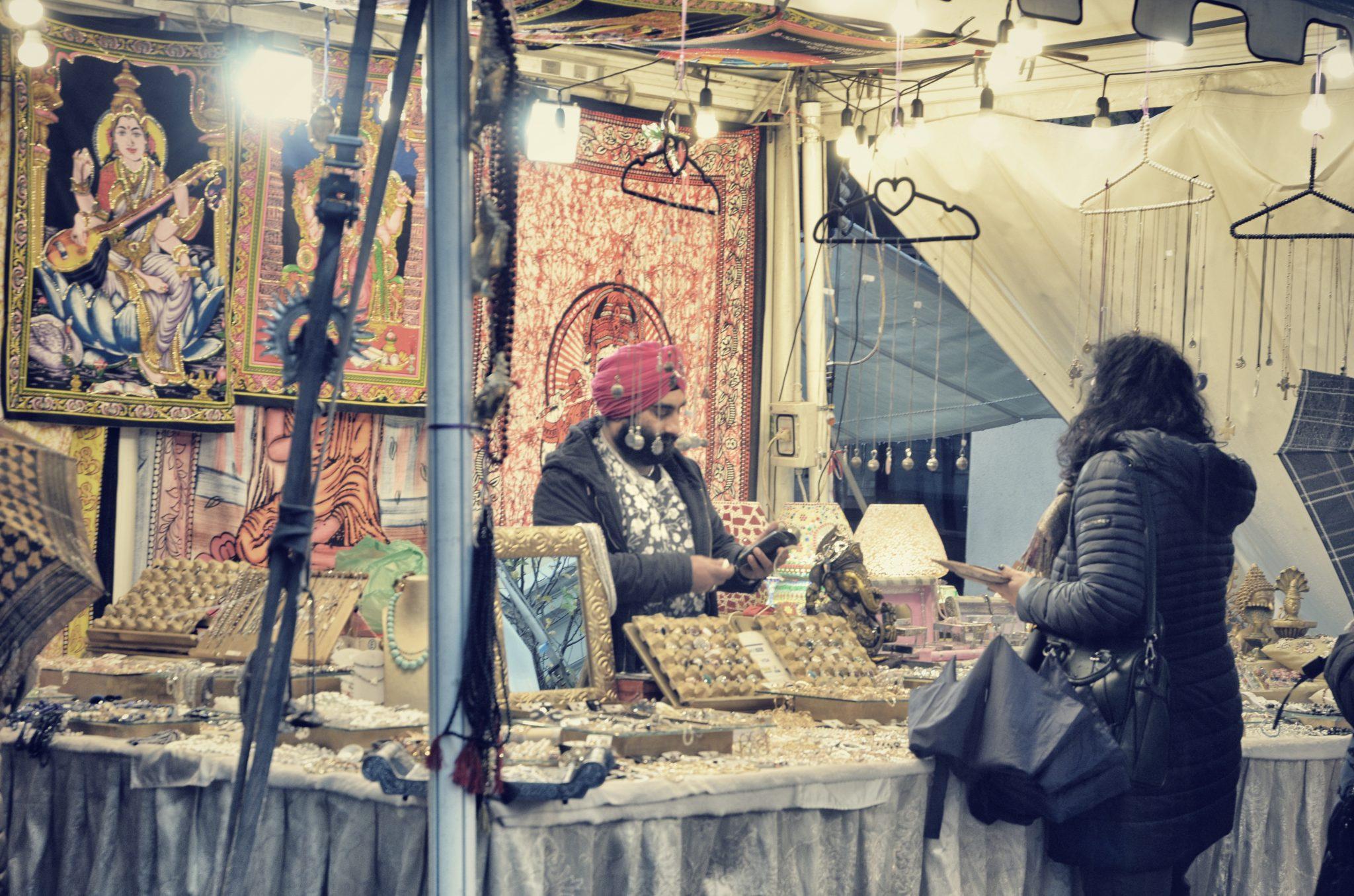 Fiera di San Nicolò, piazza di S. Antonio e piazza della Borsa: i tre mercatini delle feste che trasformano Trieste in una Tomorrowland luccicante