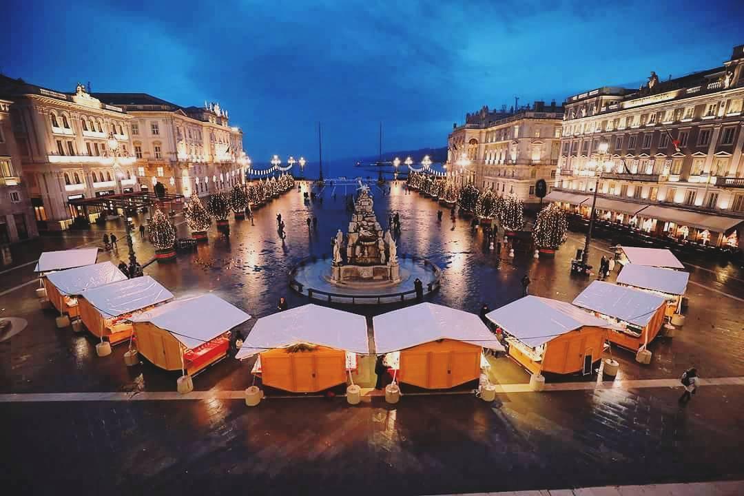 Trieste Natale Immagini.Tre Mercatini Delle Feste Nella Tomorrowland Di Trieste Everydaylife