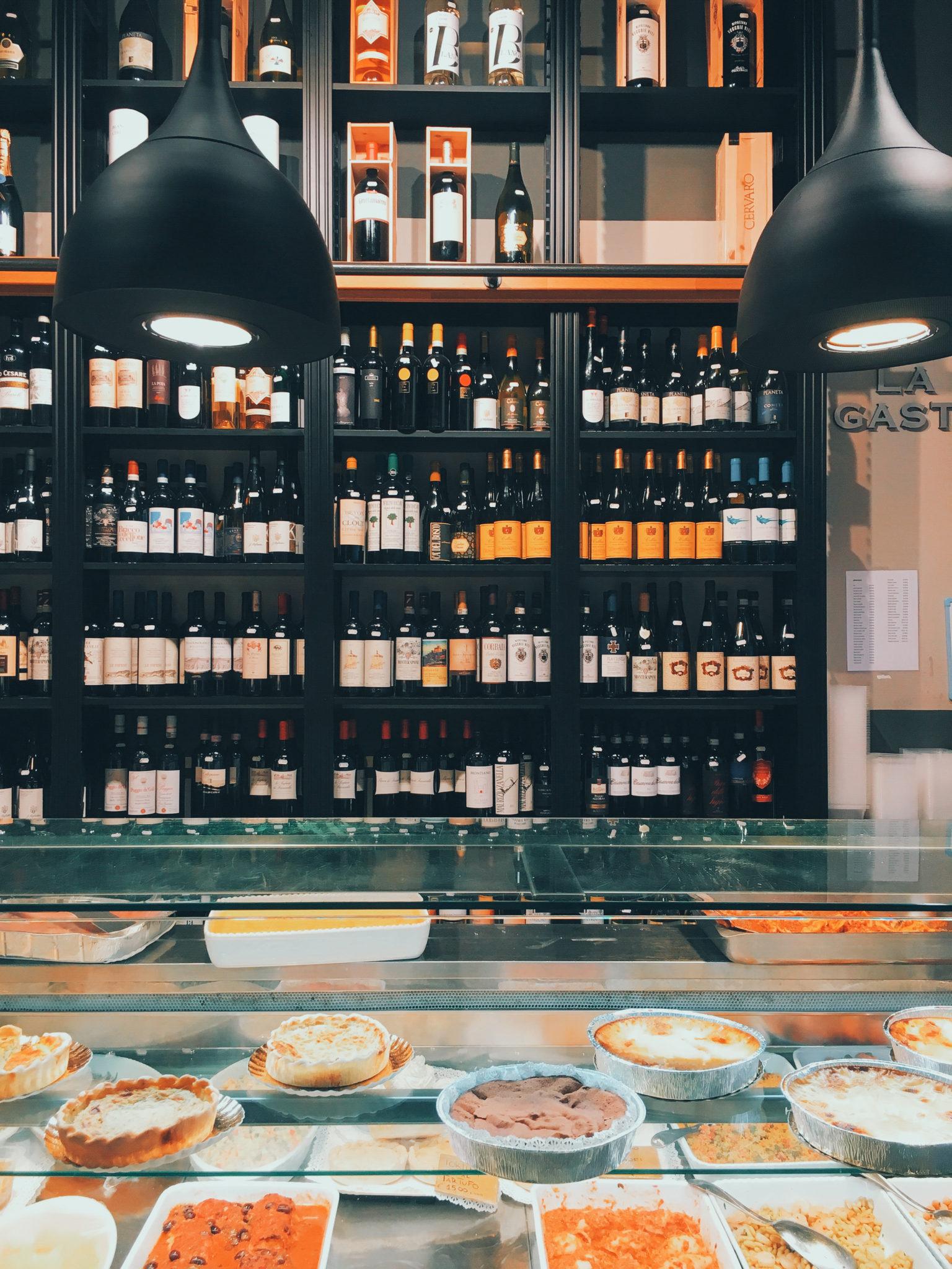 A due passi dalle spiagge della Versilia, una bottega di alimentari e specialità del posto a conduzione familiare dal 1952!