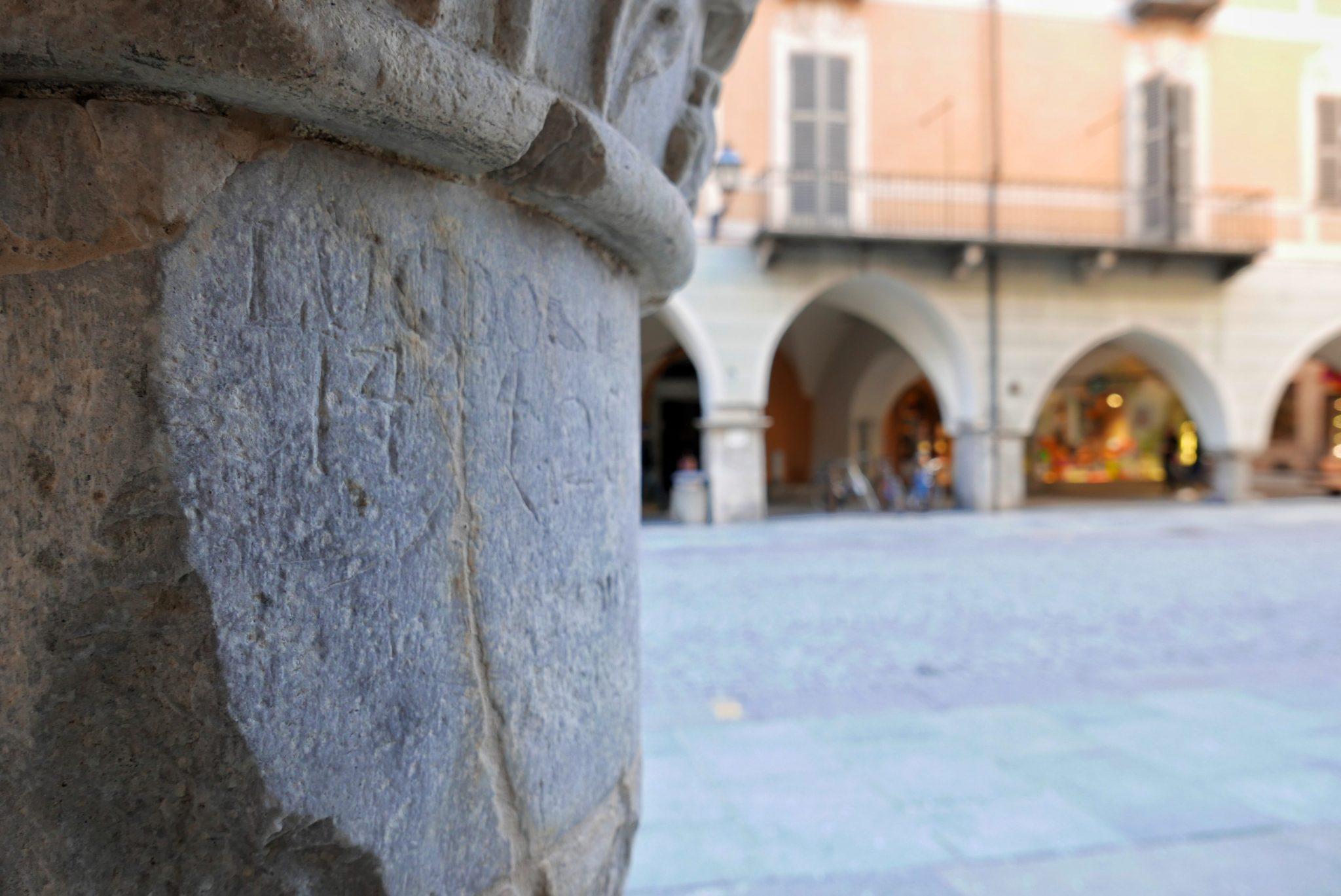Una torre medioevale, affreschi del 1500, palazzi del Settecento, castelli neogotici e palazzine Liberty. Una passeggiata lungo via Roma, fra le epoche che hanno attraversato Cuneo
