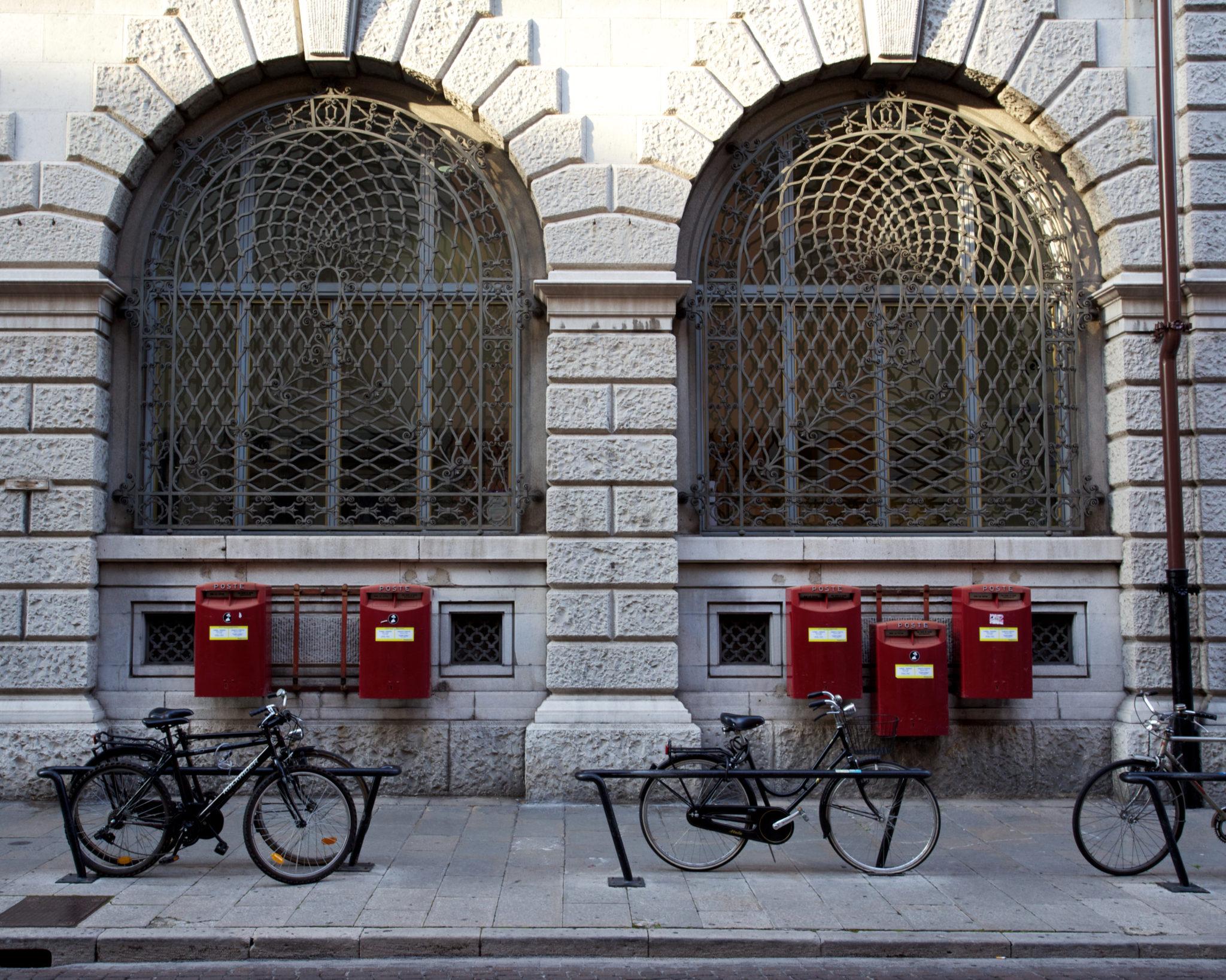 Librerie, piazze storiche e pasticcerie passate alla storia di Udine da un punto di vista speciale: la sella e le due ruote di una bici