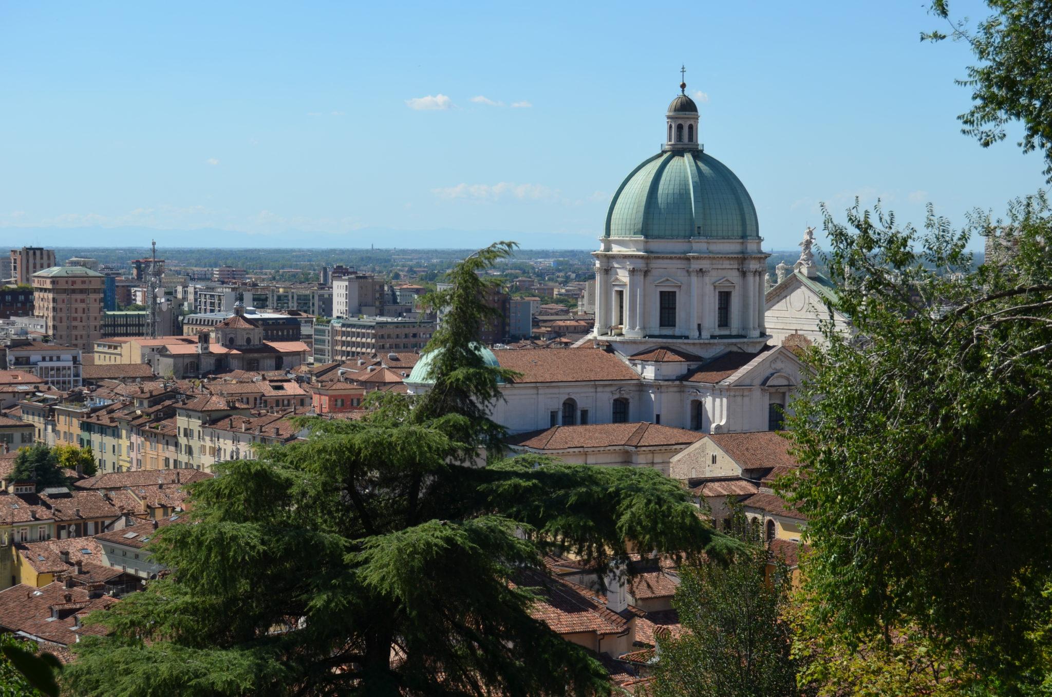 """Il cantautore Pietro Paletti ci porta alla scoperta dei luoghi di Brescia in cui sono nate le canzoni del suo ultimo album """"Super"""""""