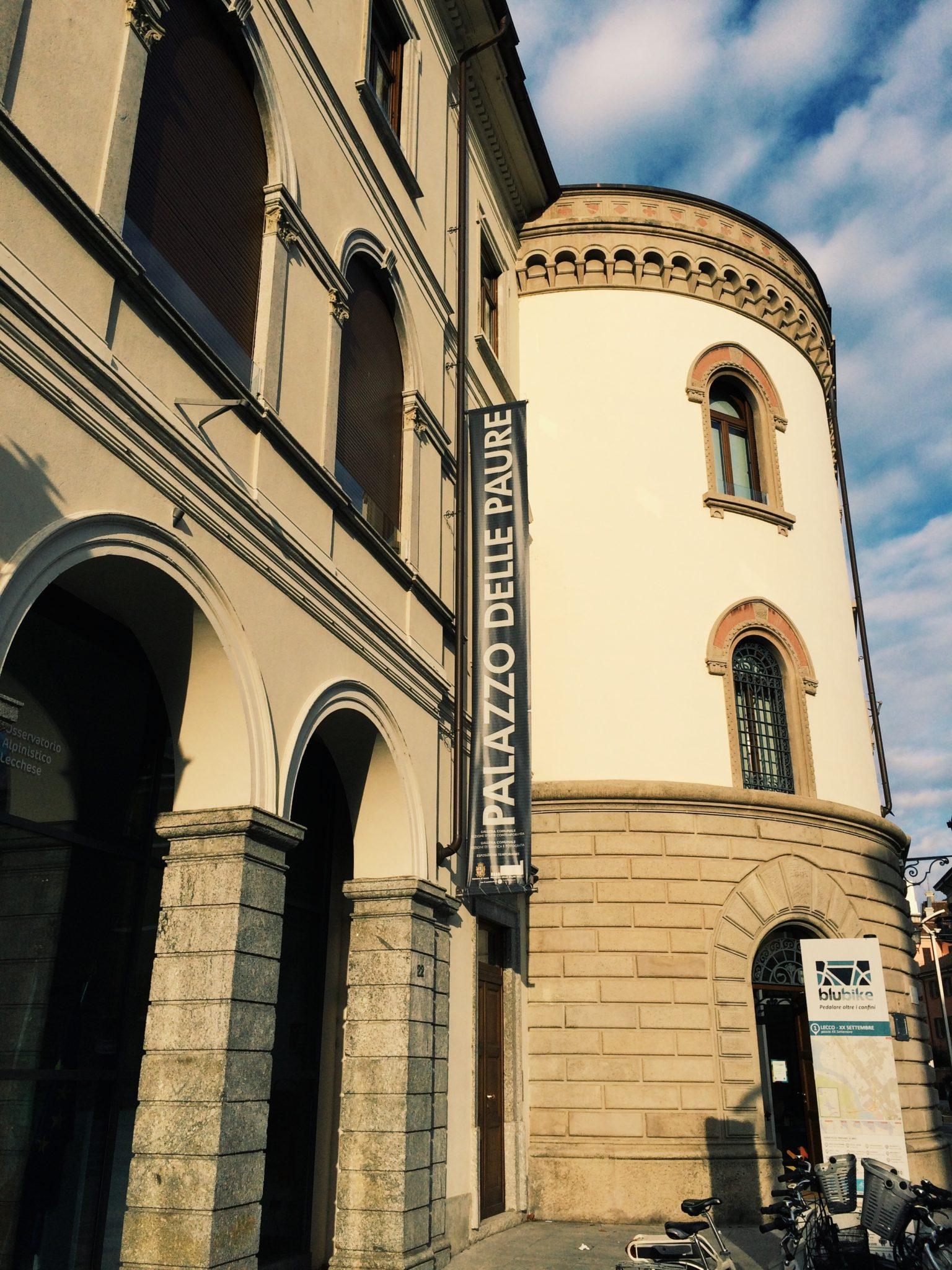 Un'antica pasticceria e il Palazzo delle Paure, dove una volta si pagavano le tasse e oggi si vanno a vedere mostre. Un pomeriggio a Lecco, fra dolci e arte