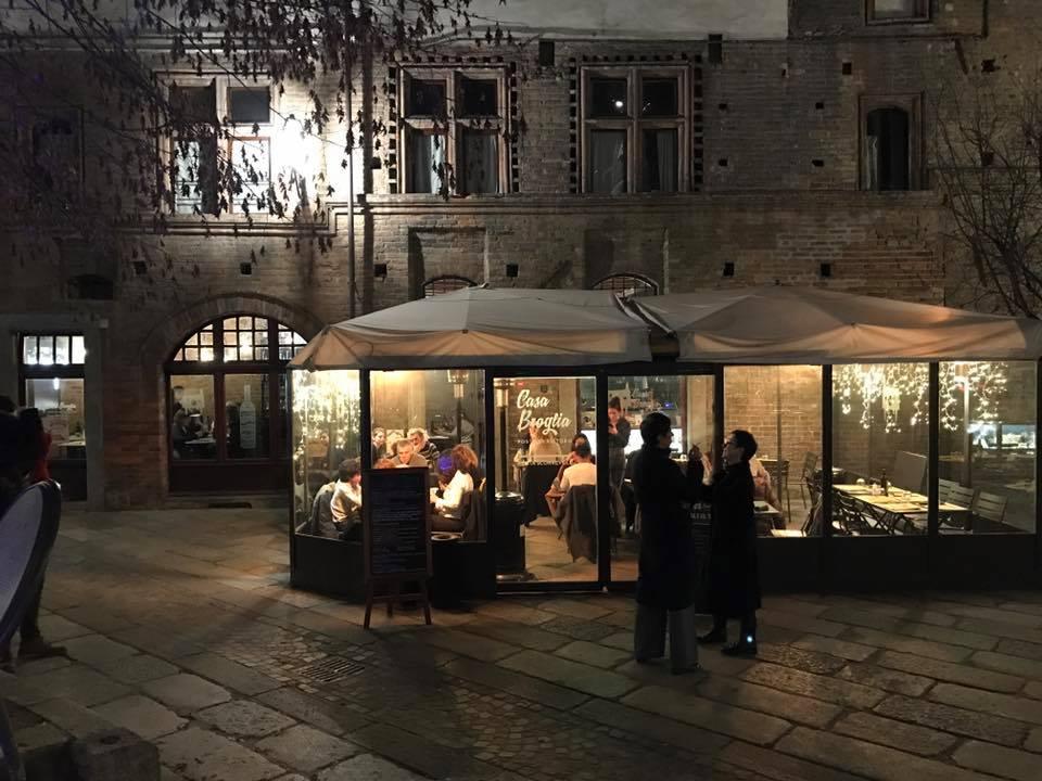 La via degli antiquari, i Giardini Reali e un libro di Michele Mari, un tramonto e un film di Miyazaky. 5 panorami di Torino scelti da chi qui è di casa