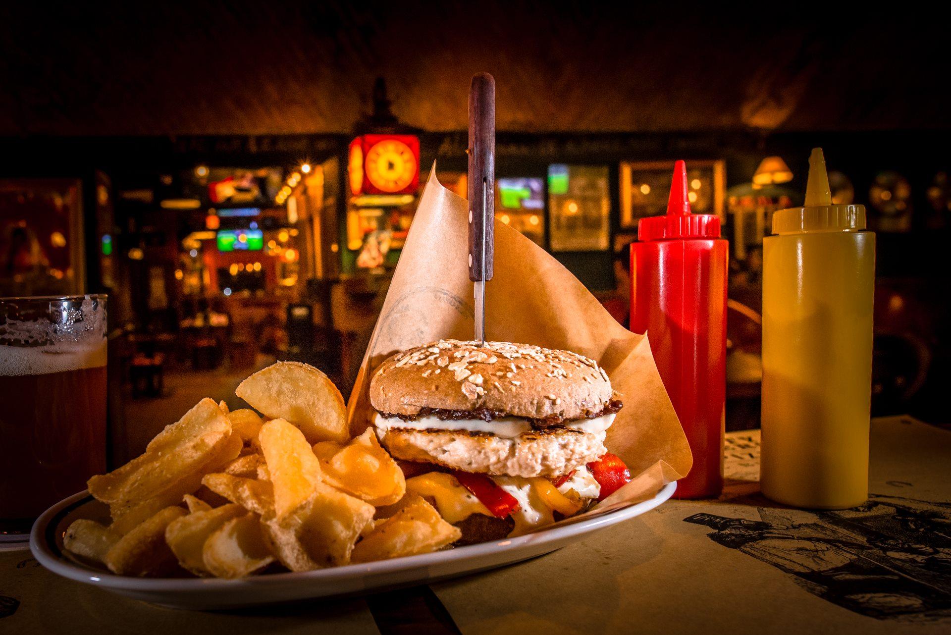 Tortelli e Pisarei lasciano il posto, e il piatto, agli hamburger. Viaggio fra quattro tipiche hamburgerie di Piacenza, per tutti i gusti e tutte le salse