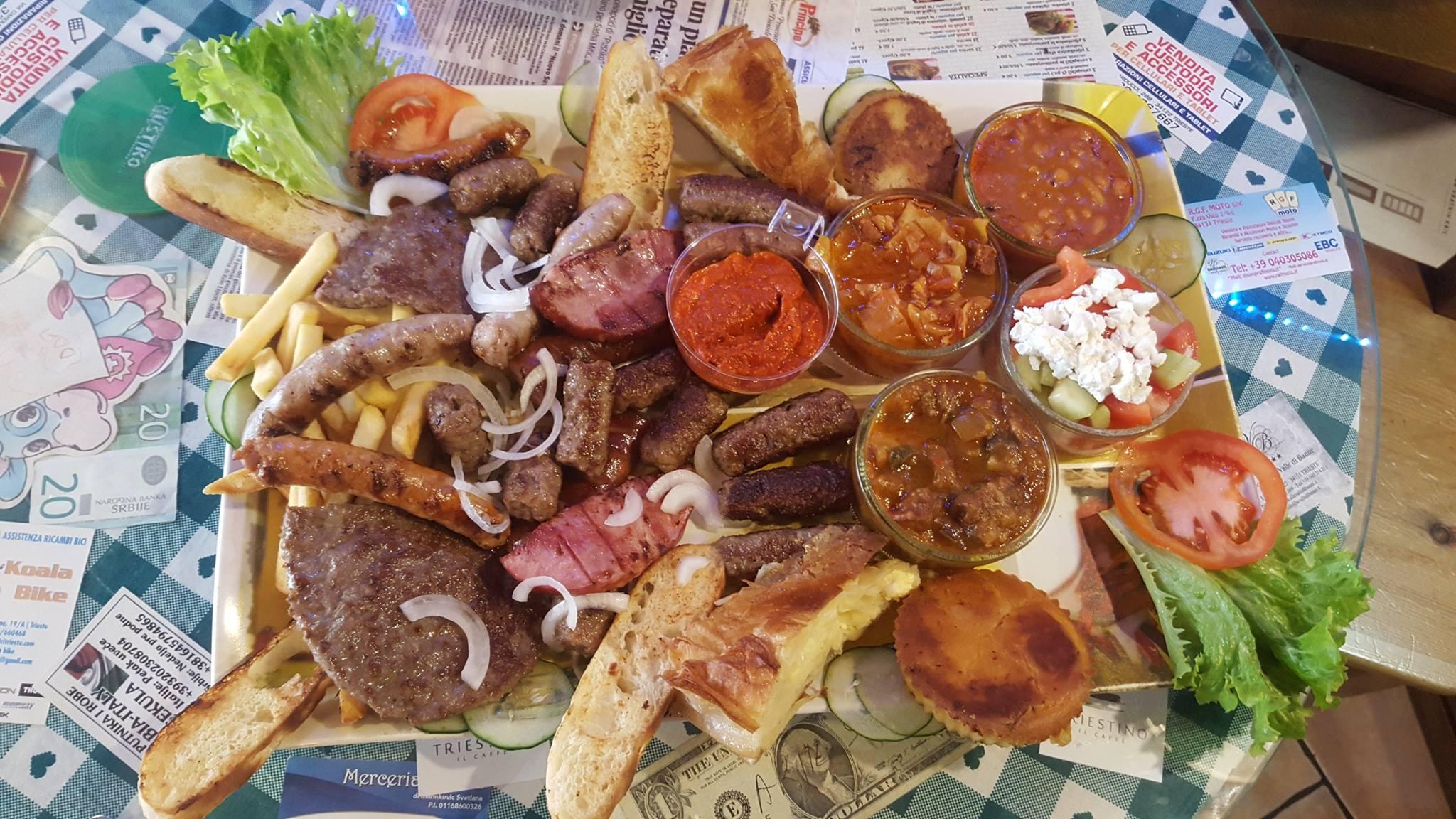 La tradizione dello spuntino di metà mattinata triestino, buono anche per pranzo, per metà pomeriggio, per quando hai voglia di carne, fritti e buffet