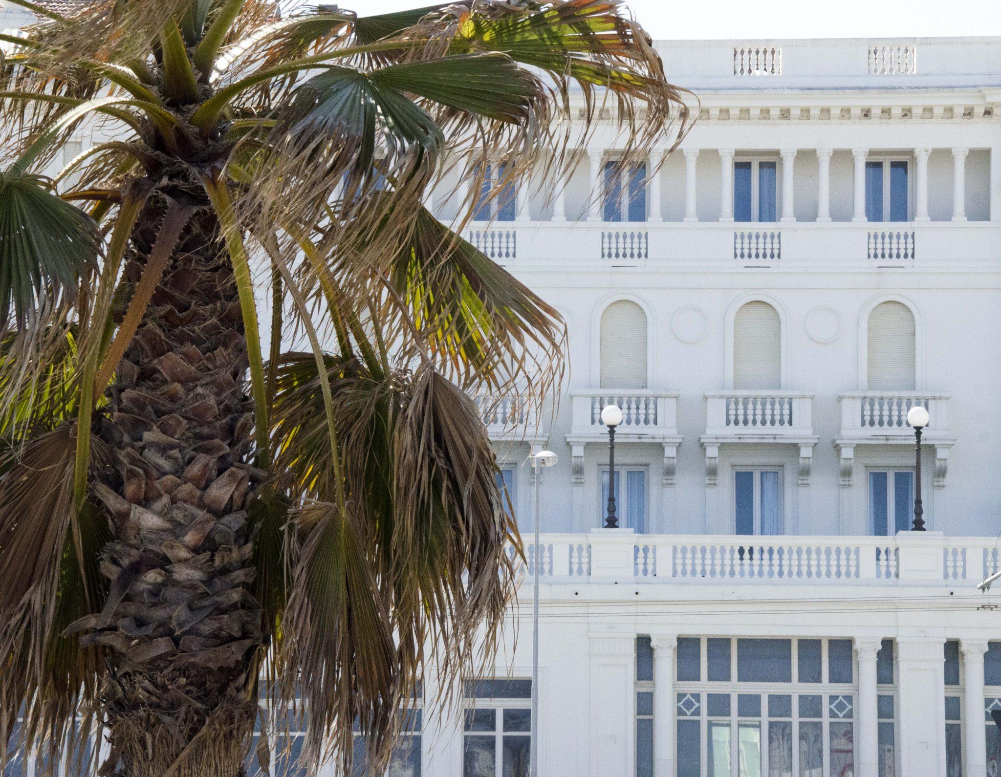 Grand Hotel che ricordano navi da crociera, facciate in cristallo e pensioni dall'aspetto vintage. Passeggiata architettonica fra gli alberghi della città