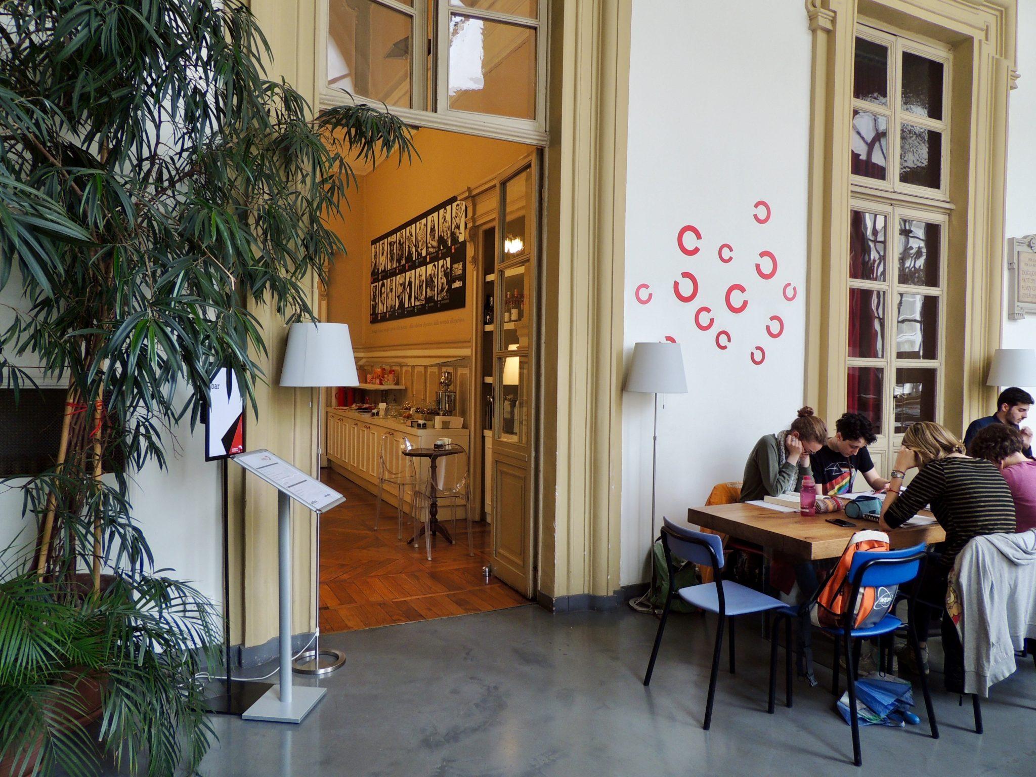 Il Salone del Libro, Torino che legge, Portici di Carta, sono tre degli eventi dedicati alla lettura. Il racconto di un giro in questa città-libreria
