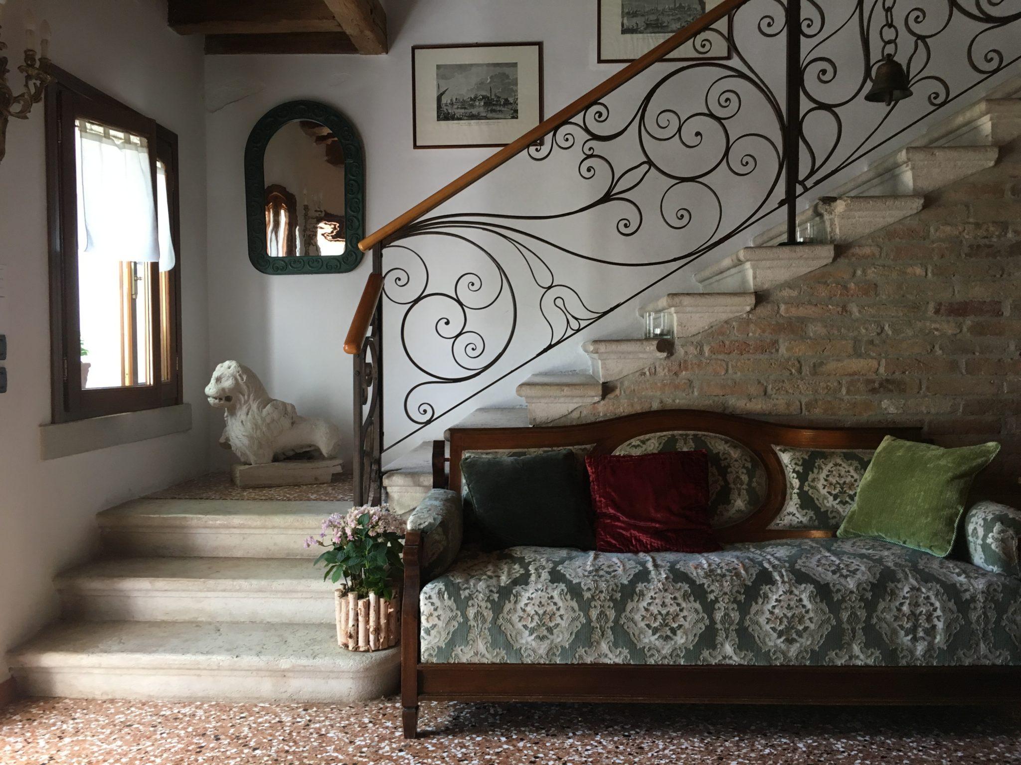 Un'antica casa del dazio del 1600, oggi è un b&b con locanda alle porte di Jesolo. Un luogo per viandanti, dove rallentare e scorrere al tempo della laguna