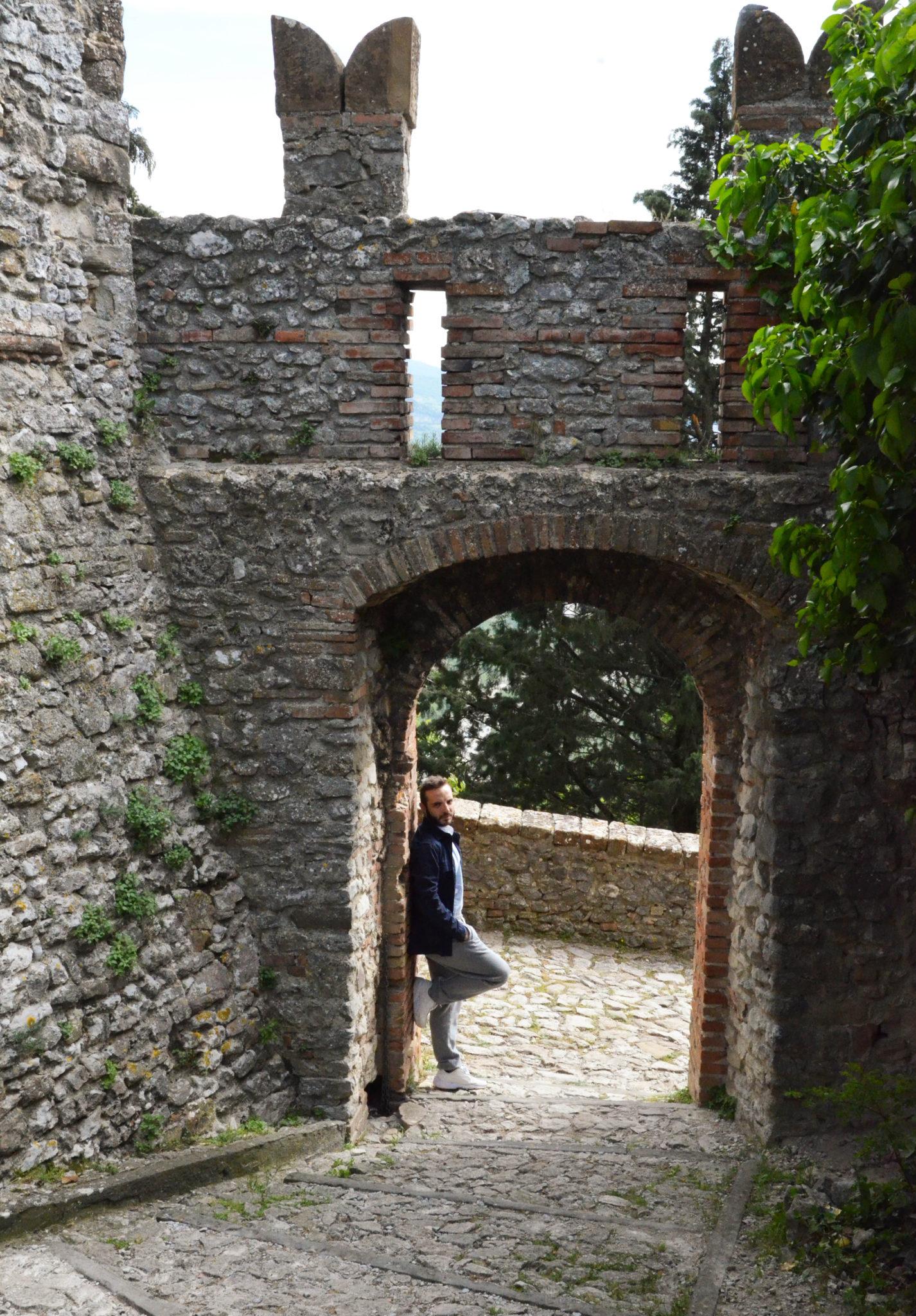 Fortezze, roccaforti di una volta, percorsi fra dimore abitate da voci d'altri tempi. Un giro in quattro castelli, e molti panorami, poco fuori Riccione