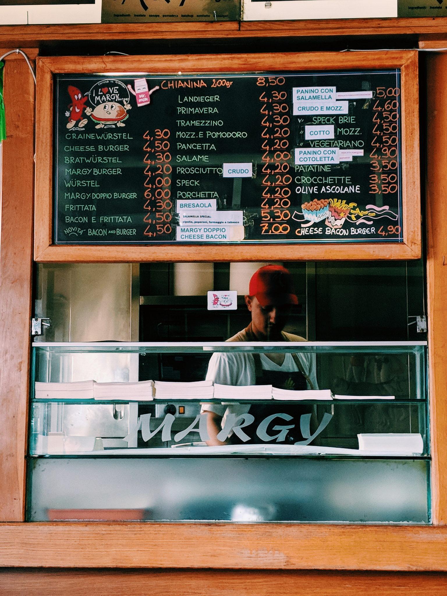 Margy Burgher, dal 1968, sette giorni su sette e fino alle due del mattino è il regno degli hamburger storici della città.