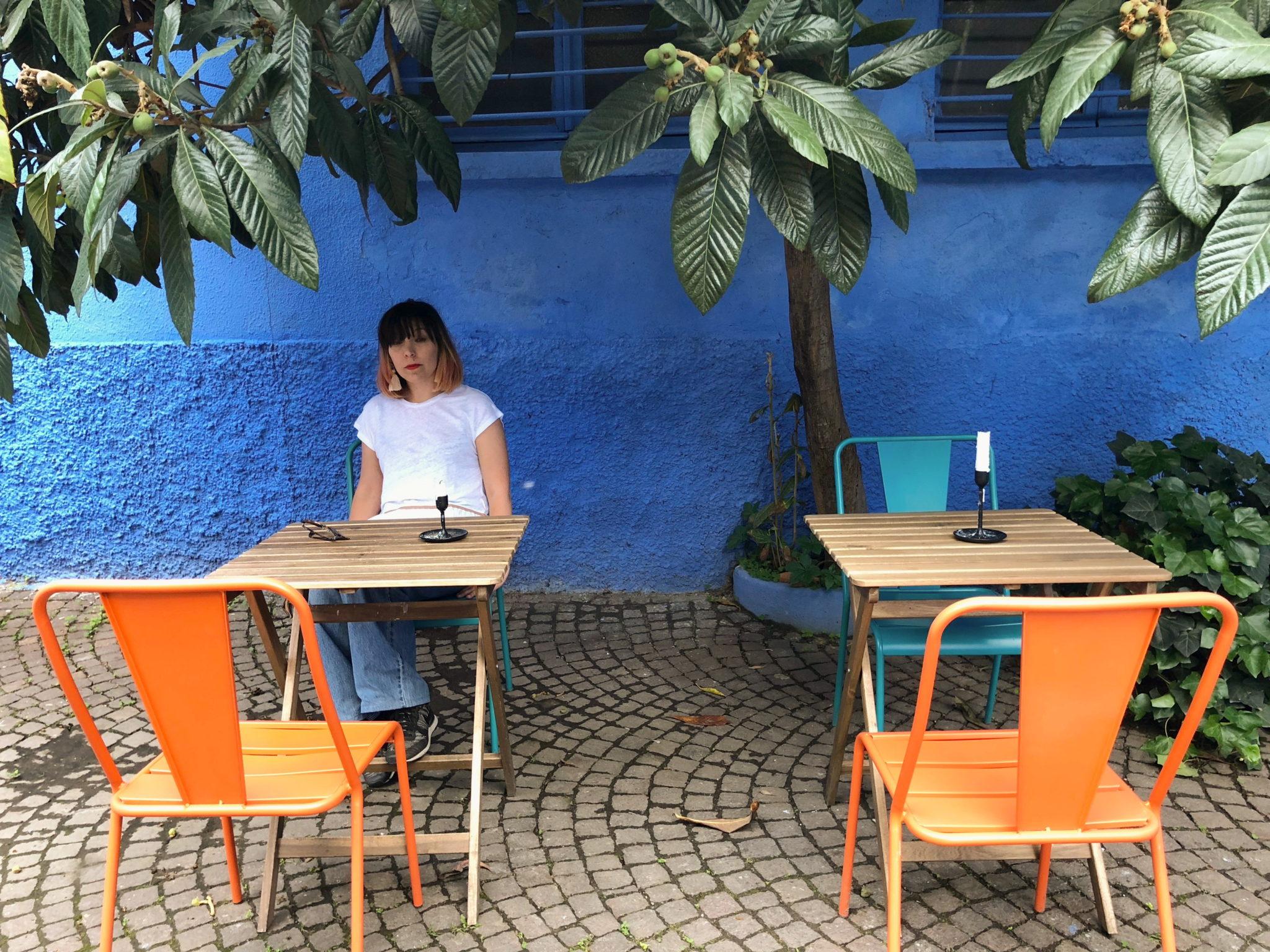 In zona Bicocca c'è una pizzeria che è anche burger bar, sala da tè, da cocktail, sala da lettura, pasticceria. Tutto, Fuorimano
