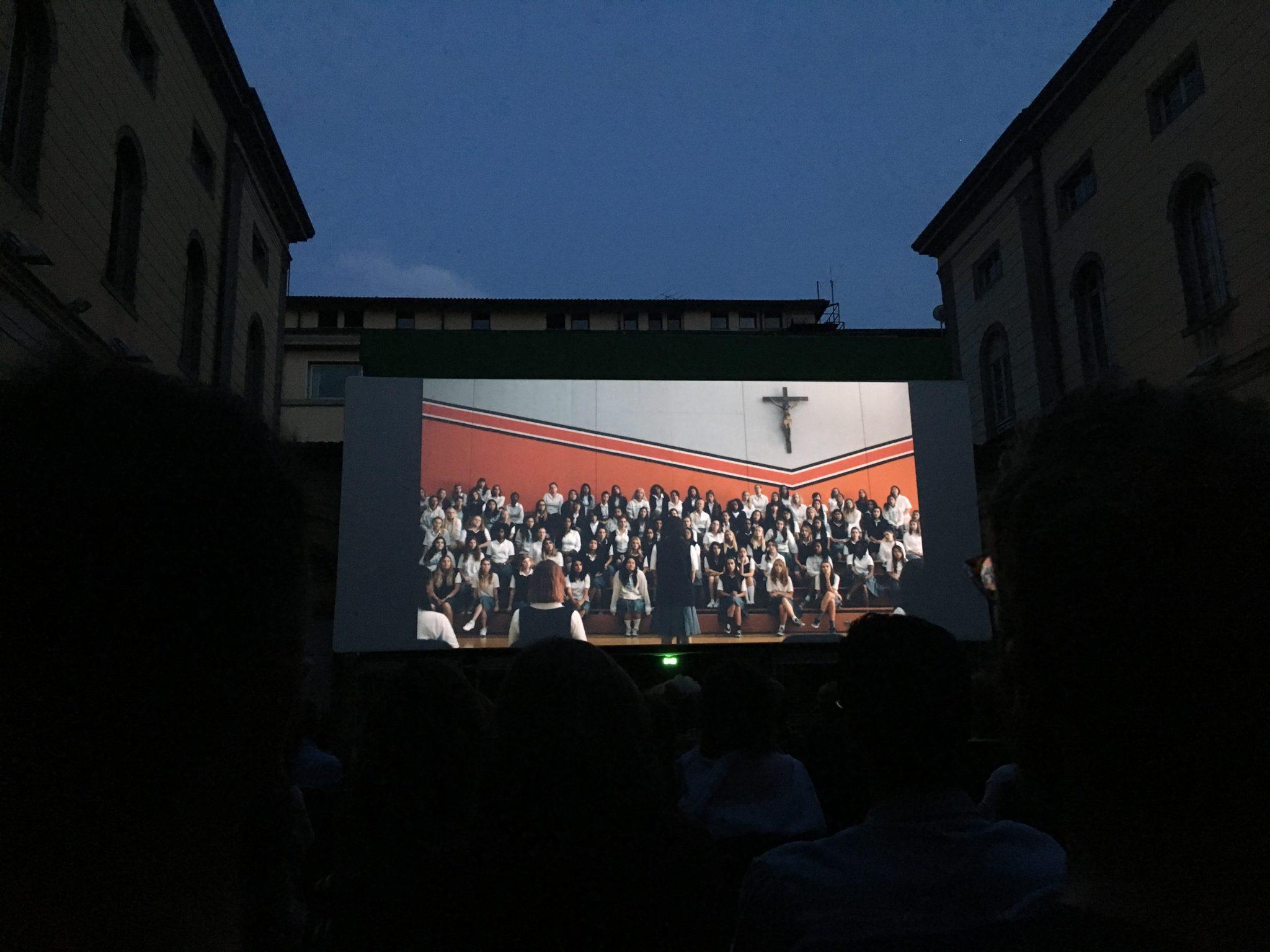 Per la bella stagione, i migliori film della stagione invernale nel cortile della biblioteca Caversazzi di Bergamo: 400 posti a sedere, fino a settembre