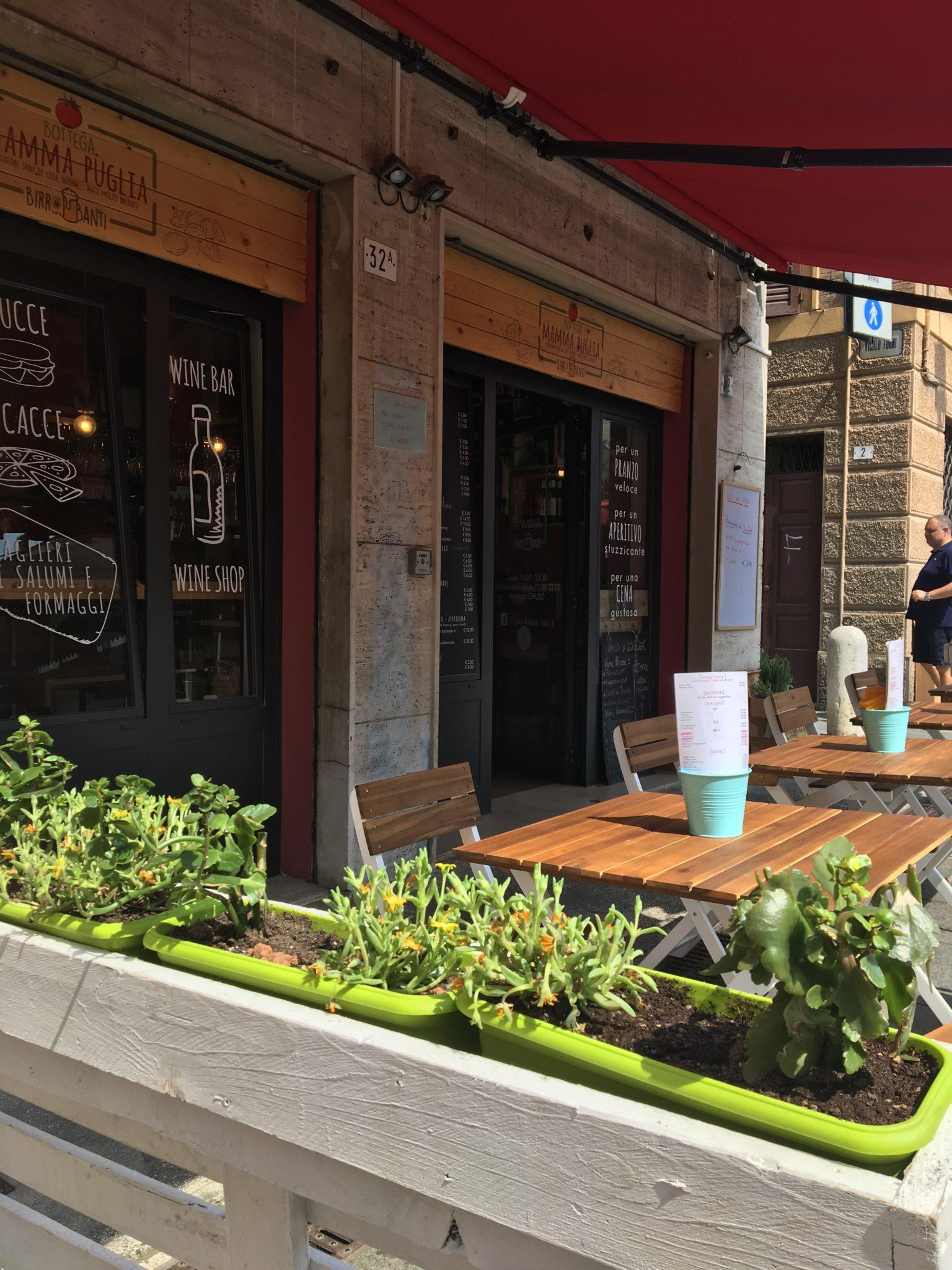 Un chiosco ai Caraibi, tavolini vista Capri, palazzi del Novecento e sapori di Puglia. Giro nei dehors di Modena, che ti fan sentire altrove