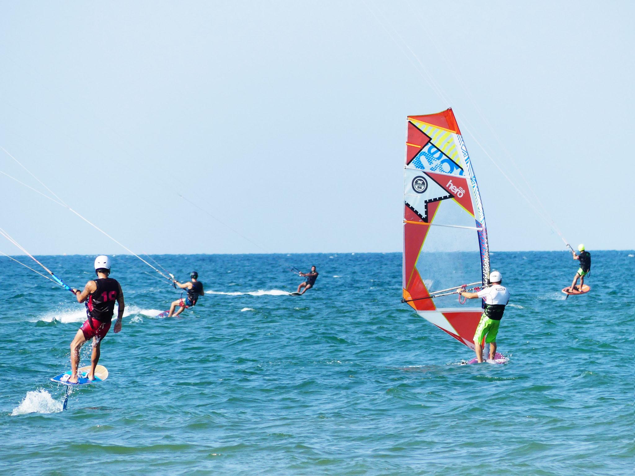 Aquiloni come vele per surf alternativi, running in una foresta e salti aerobici. Tre consigli per chi a Riccione ha voglia di mare ma anche di sport