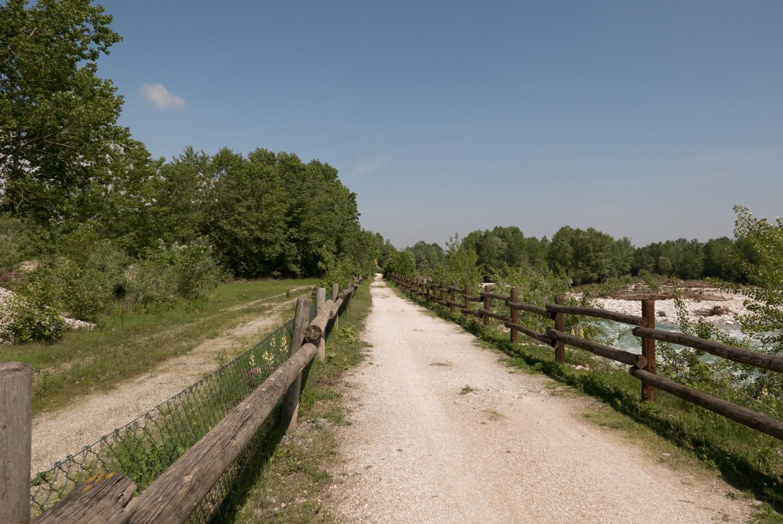 Il giro di Cuneo, pedalando attorno a tutta la città ma stando sempre in aperta campagna. Fra sentieri, fiumi, pic-nic e piscine