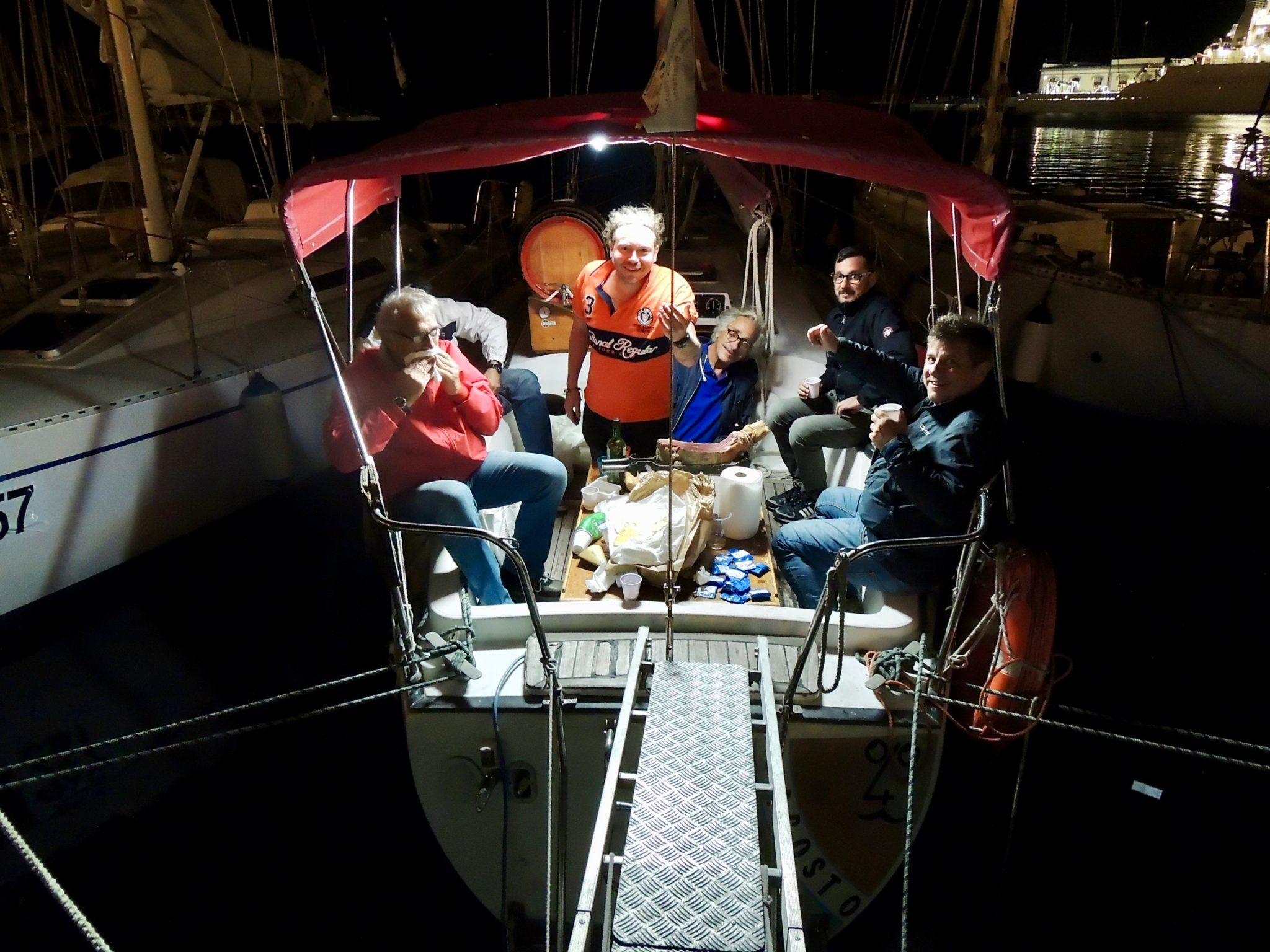 Da cinquant'anni la Barcolana porta più di 2000 barche, la seconda domenica di ottobre, nel Golfo di Trieste. Il nostro reportage