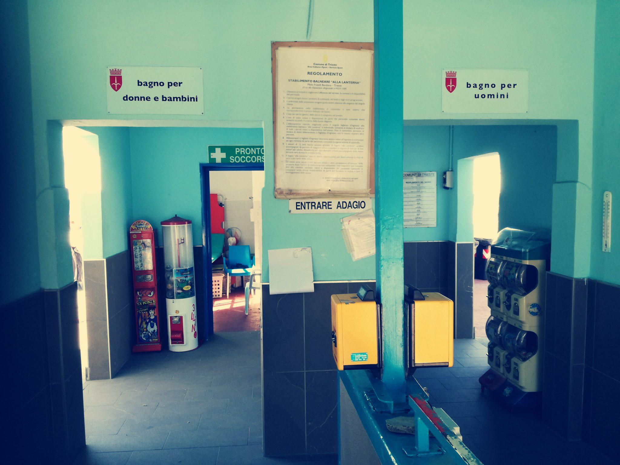 Lo stabilimento balneare La Lanterna di Trieste, detto El Pedocin, ha dal 1903 un muro che divide la spiaggia: da una parte gli uomini e dall'altra le donne