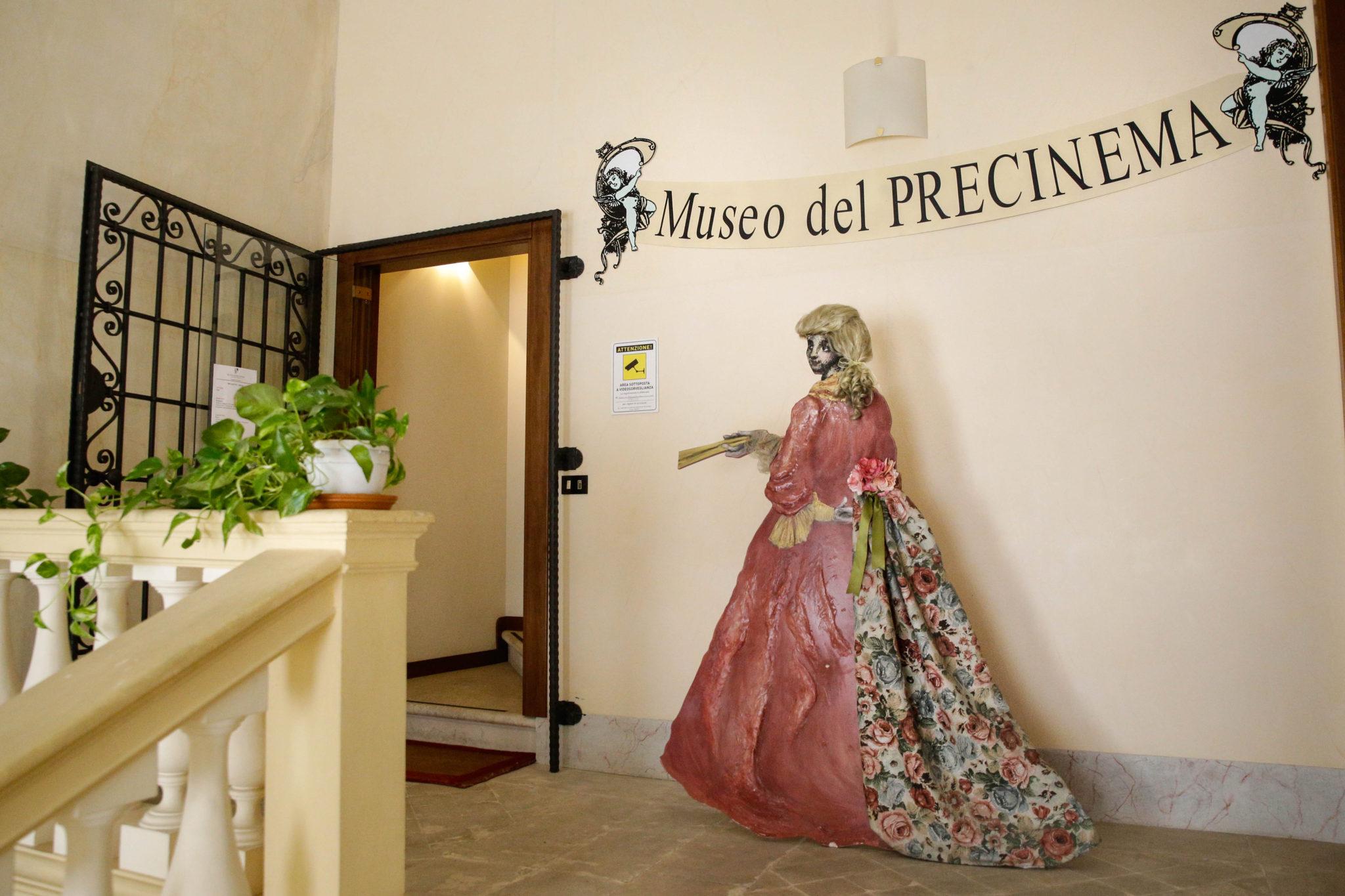 Nel quattrocentesco Palazzo Angeli di Padova, una camera delle meraviglie custodisce visioni e proiezioni dal '700 all'800: il museo del Precinema