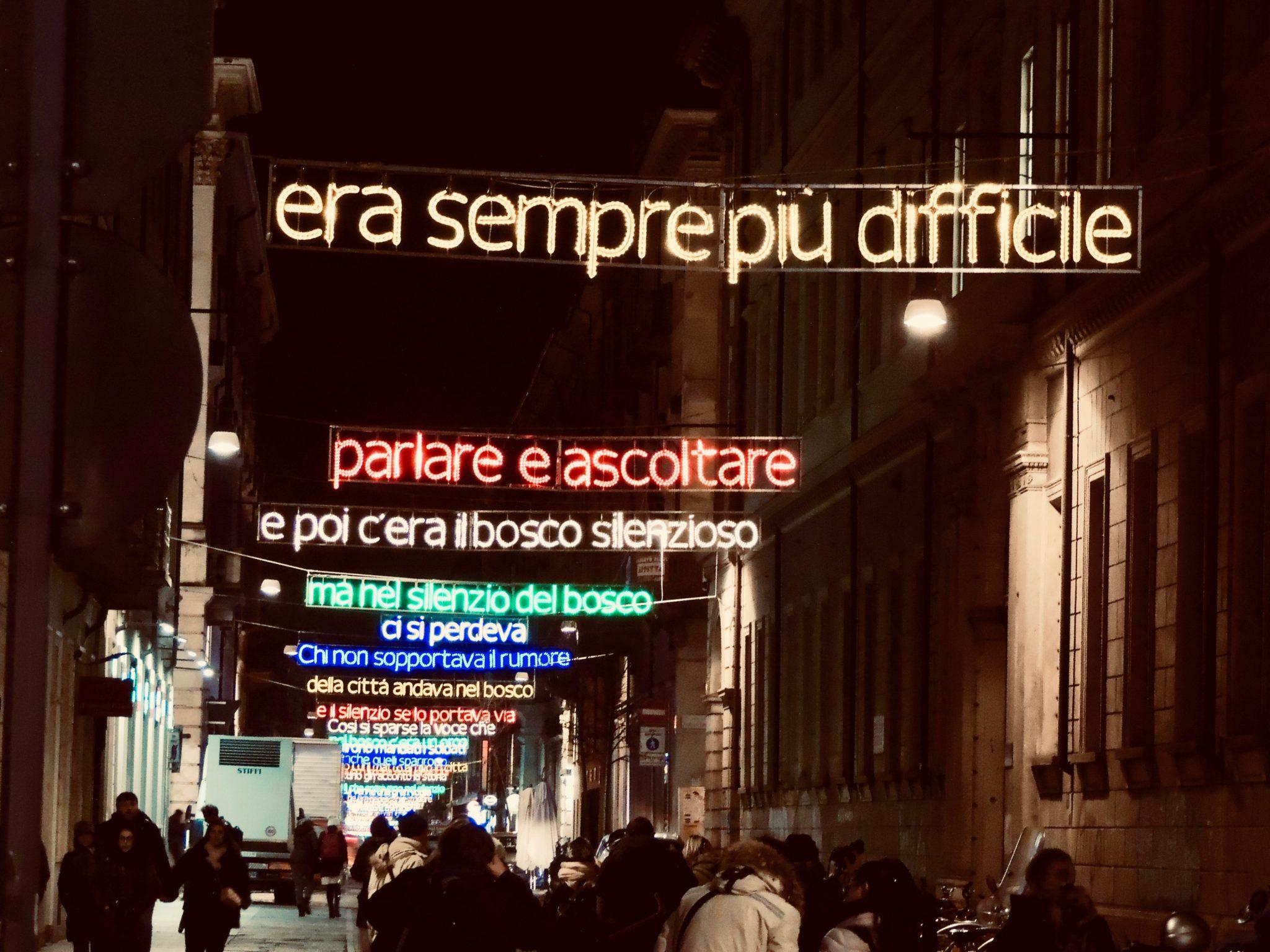 Michelangelo Pistoletto, Mario Merz, Valerio Berruti sono solo alcuni dei nomi di Luci d'Artista, che dal 1998 illumina Torino durante le feste di Natale