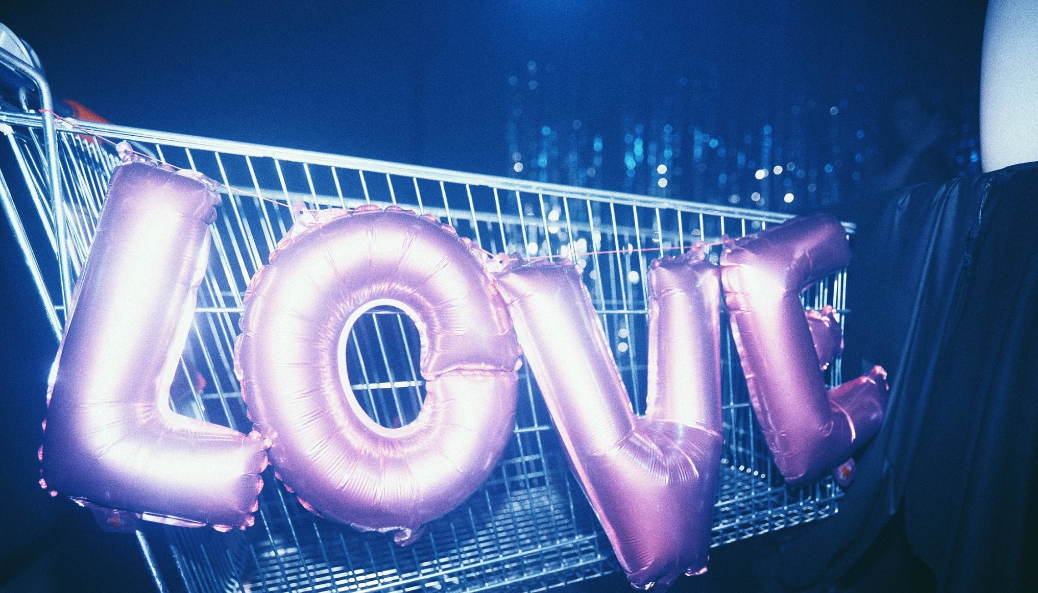 Solo due rampe di scale tra voi e la felicità, questa è Discoteca Paradiso, la serata del sabato dell'Arci Ohibò di MIlano: Italo disco, electro, funky