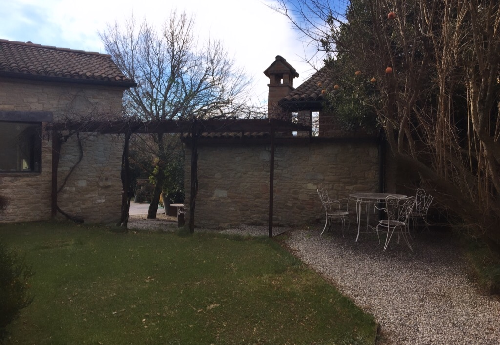 Da ormai quasi trent'anni Eugenio, utilizzando il mosto colto da uve biologiche, produce l'aceto balsamico tradizionale di Modena