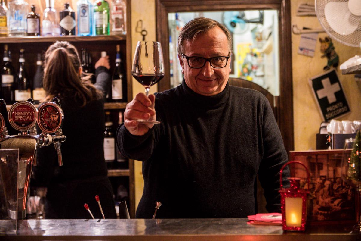 Nell'antico quartiere del Carmine di Brescia, una cantina vinicola dove gustare sapori e concertini: dal folk al cantautorato fino al blues